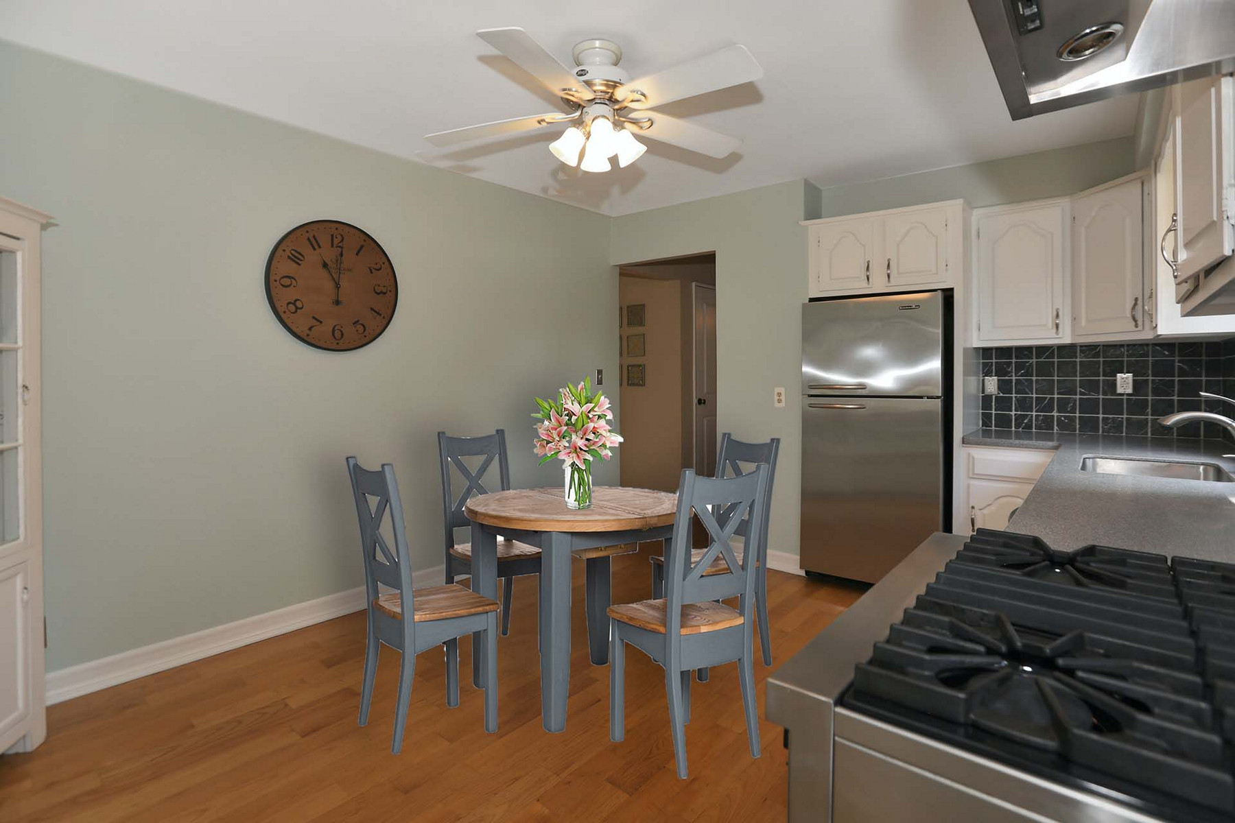Single Family Homes для того Продажа на Adorable Gem! 77 Knickerbocker Ave, Hillsdale, Нью-Джерси 07642 Соединенные Штаты