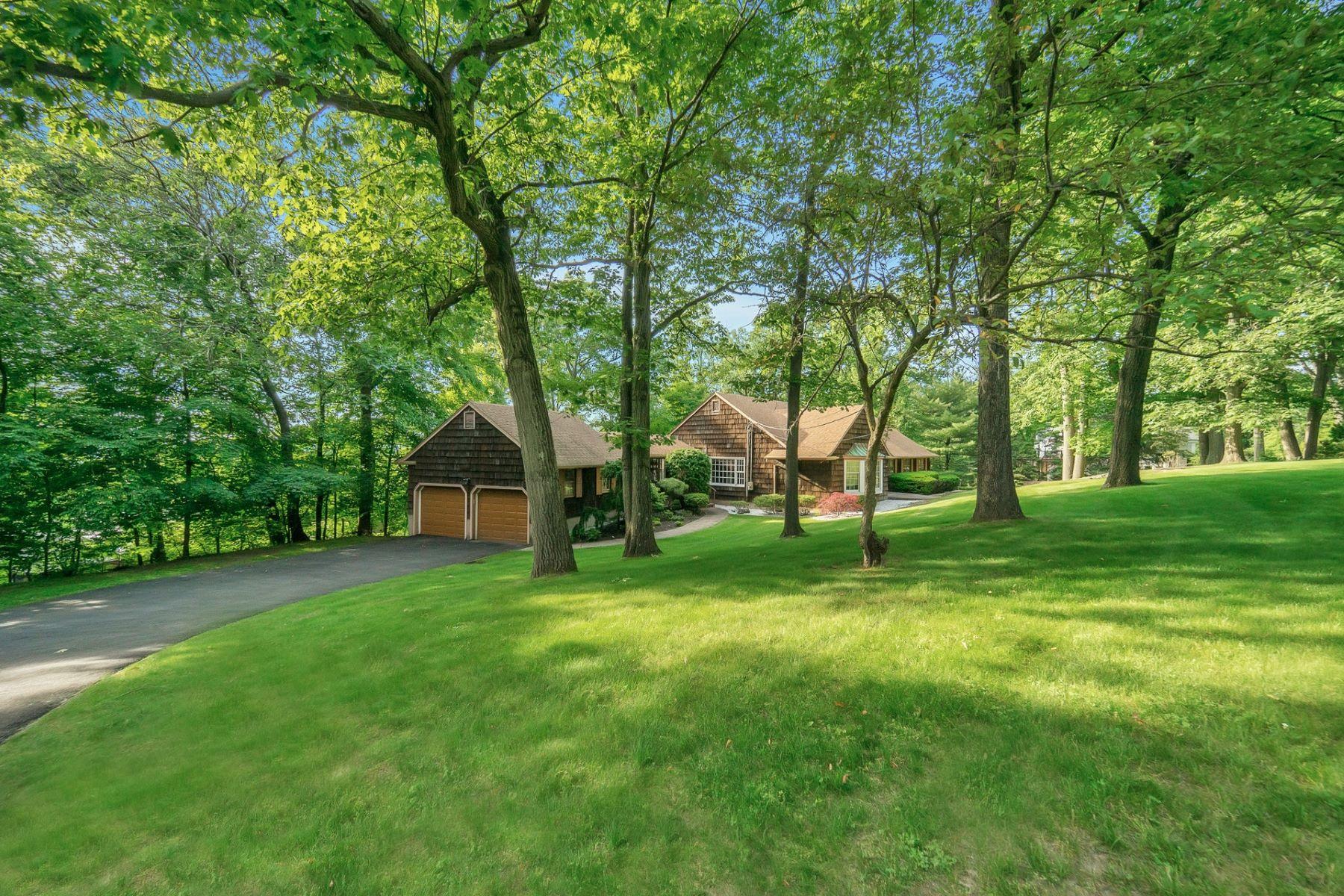 Single Family Homes 為 出售 在 Elegant Ranch 11 Stanton Rd, Tenafly, 新澤西州 07670 美國