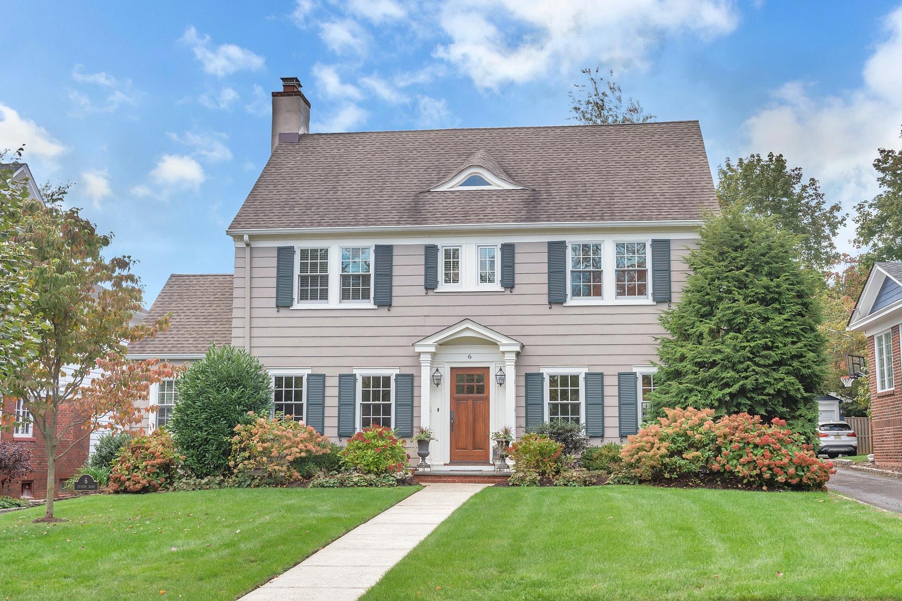 Single Family Homes для того Продажа на Impeccable Center Hall Colonial! 6 Tuxedo Road, Glen Ridge, Нью-Джерси 07028 Соединенные Штаты