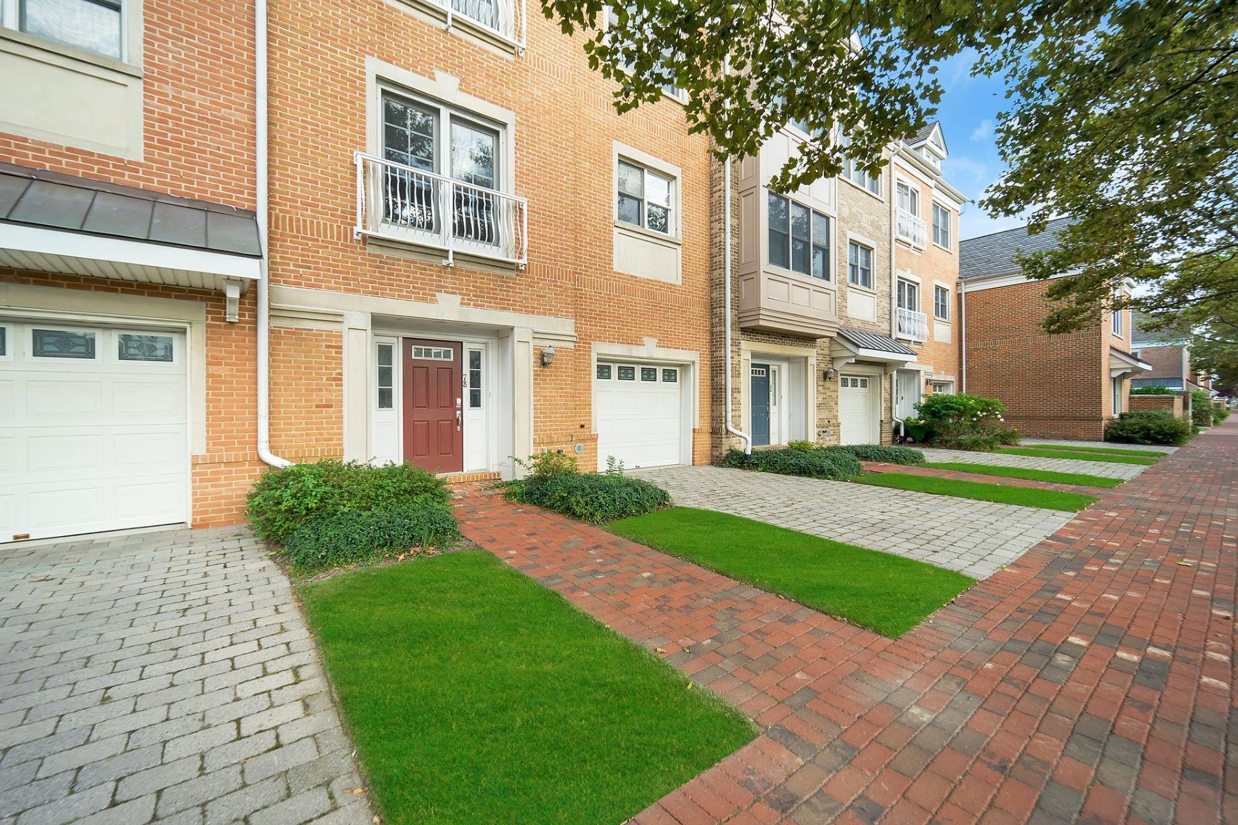 townhouses для того Продажа на STUNNING WATERFRONT TOWNHOME 78 Constitution Way #PH, Jersey City, Нью-Джерси 07305 Соединенные Штаты