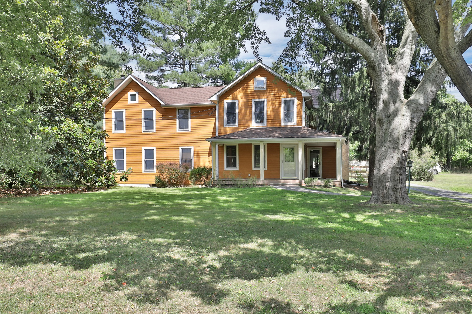 Single Family Homes للـ Sale في Charming Farm 151 Dutch Lane Road, Colts Neck, New Jersey 07722 United States