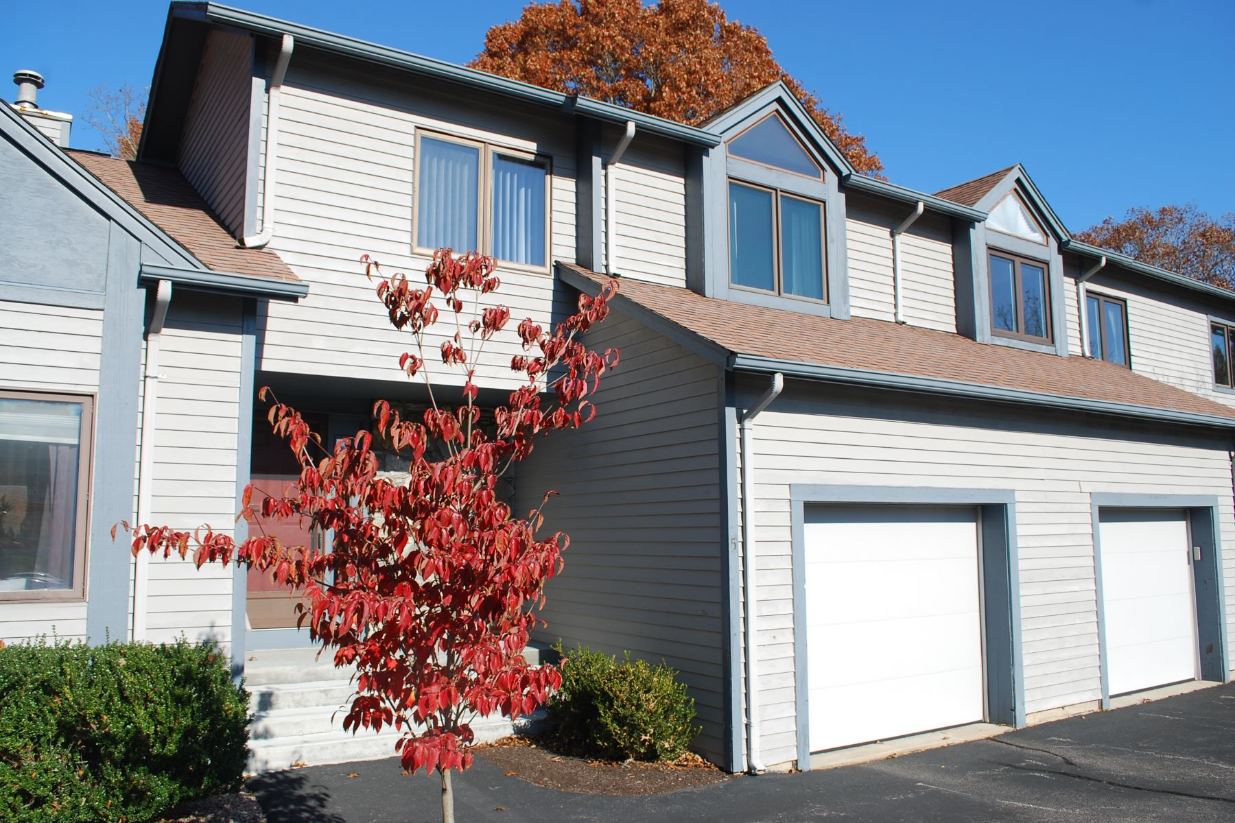 Condominiums for Sale at Sweet Allen Farm Condominium 222 Sweet Allen Farm Road, D-5 South Kingstown, Rhode Island 02879 United States