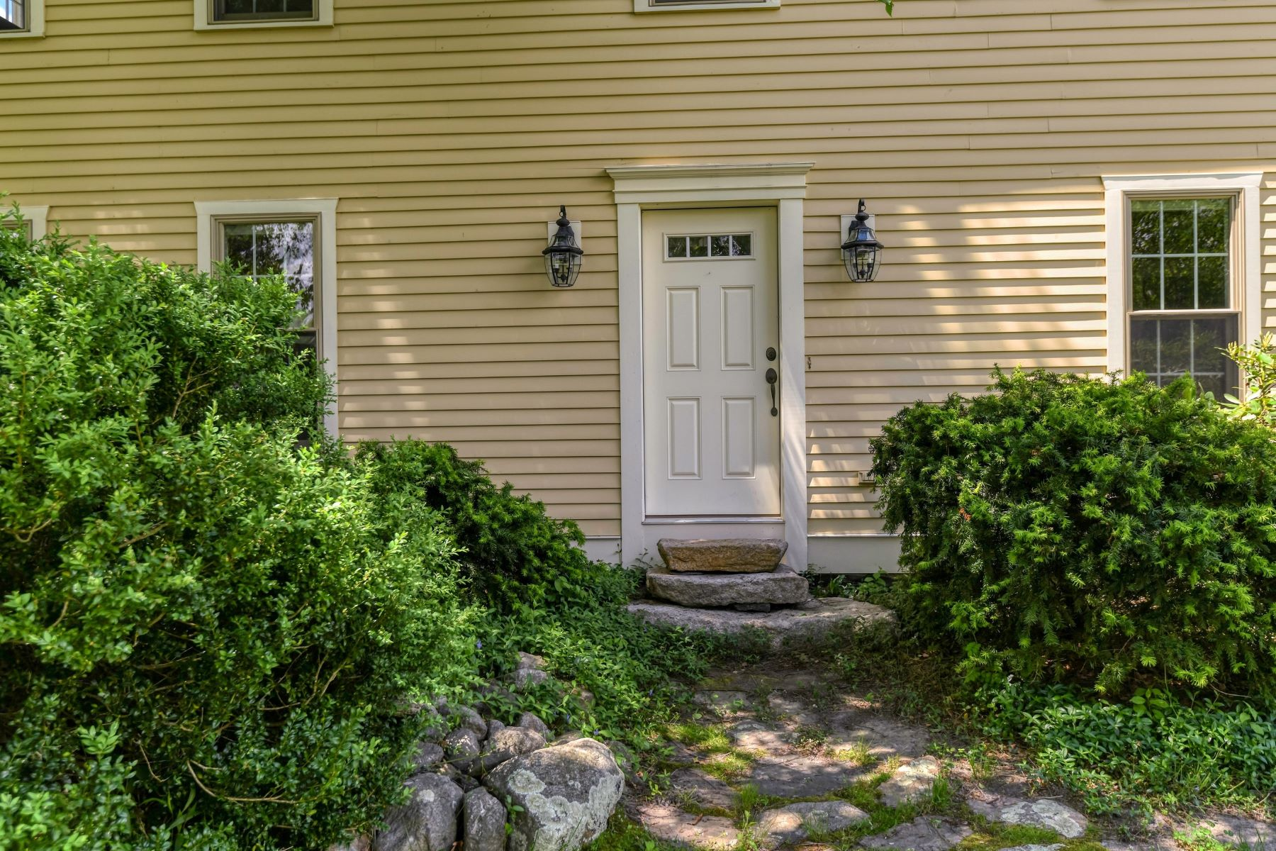 Additional photo for property listing at Idyllic South Tiverton Colonial 61 Peaceful Way 蒂弗顿, 罗得岛 02878 美国
