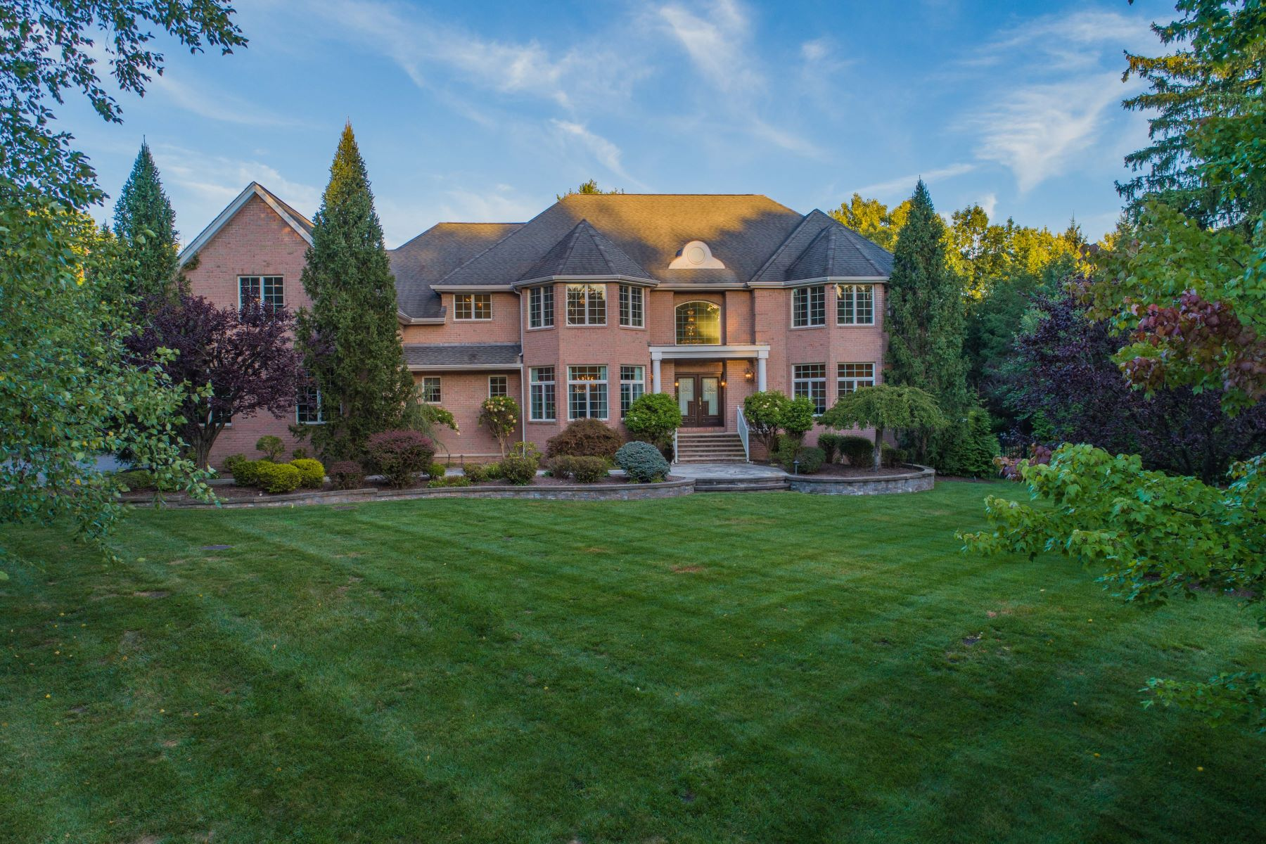 Single Family Homes for Sale at TURN KEY ESTATE 2 Primrose Ct, Upper Saddle River, New Jersey 07458 United States