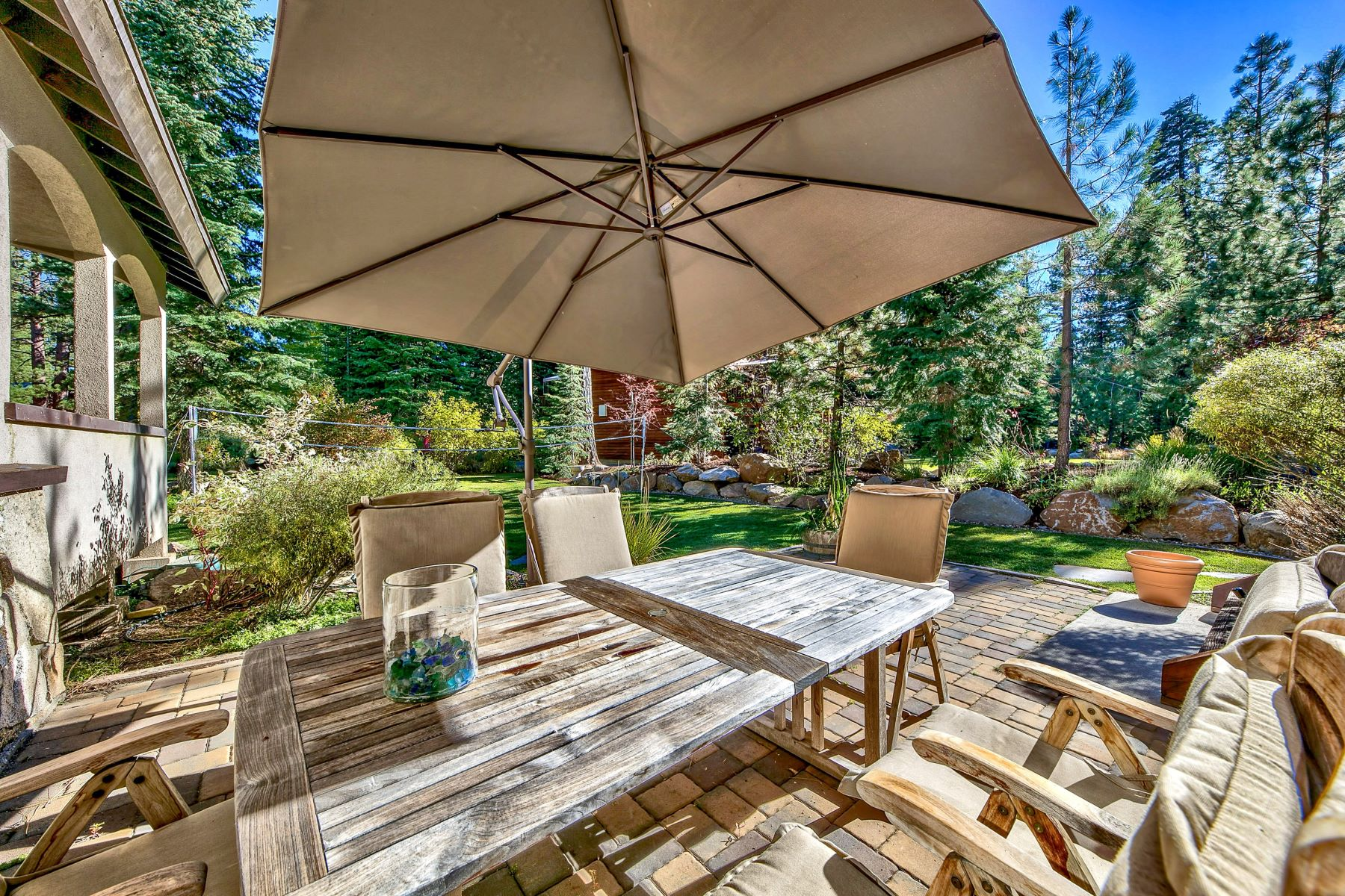 Additional photo for property listing at Estate In The Woods 11550 Stillwater Court Truckee, California 96161 Estados Unidos