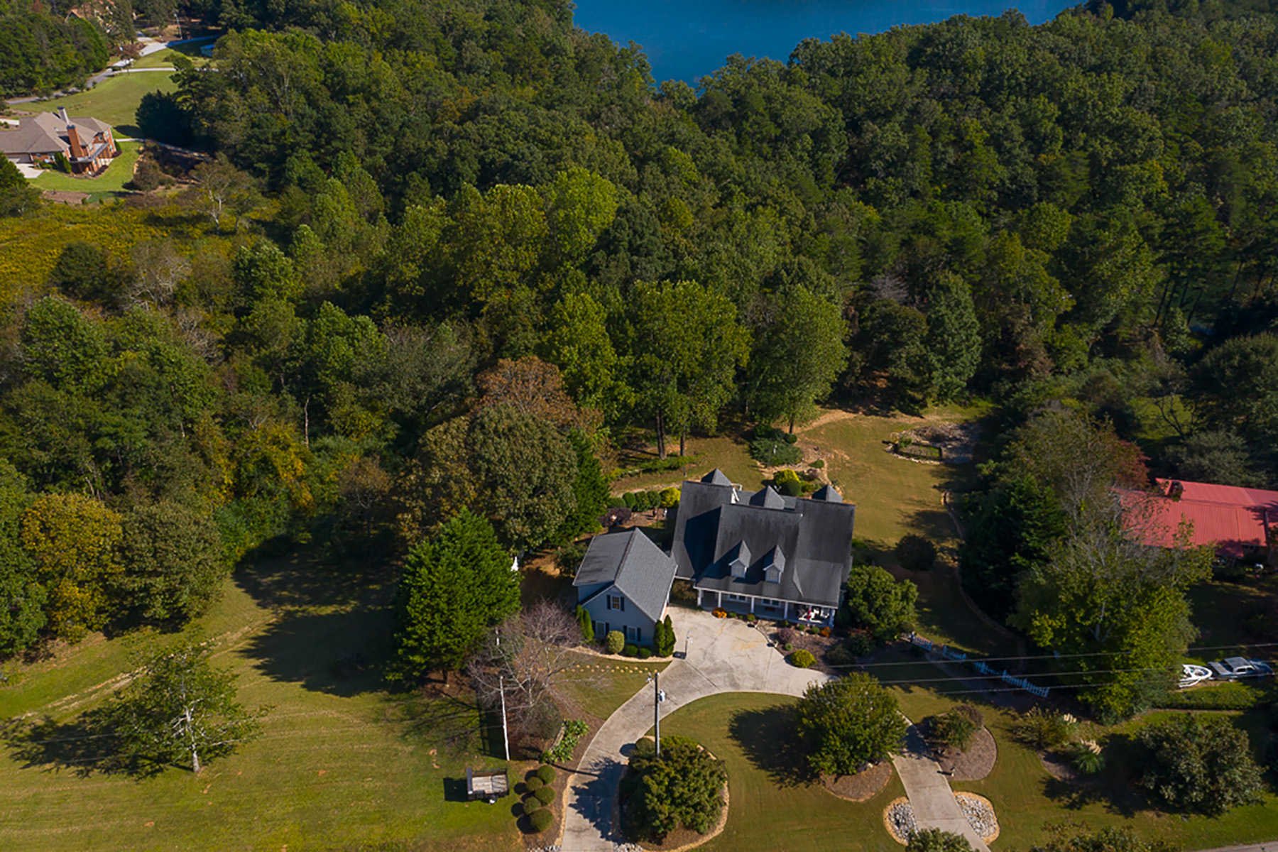 Single Family Homes por un Venta en Gorgeous Lake Lanier Home on 1 Acre with Boat Dock 3593 Duckett Mill Road, Gainesville, Georgia 30506 Estados Unidos