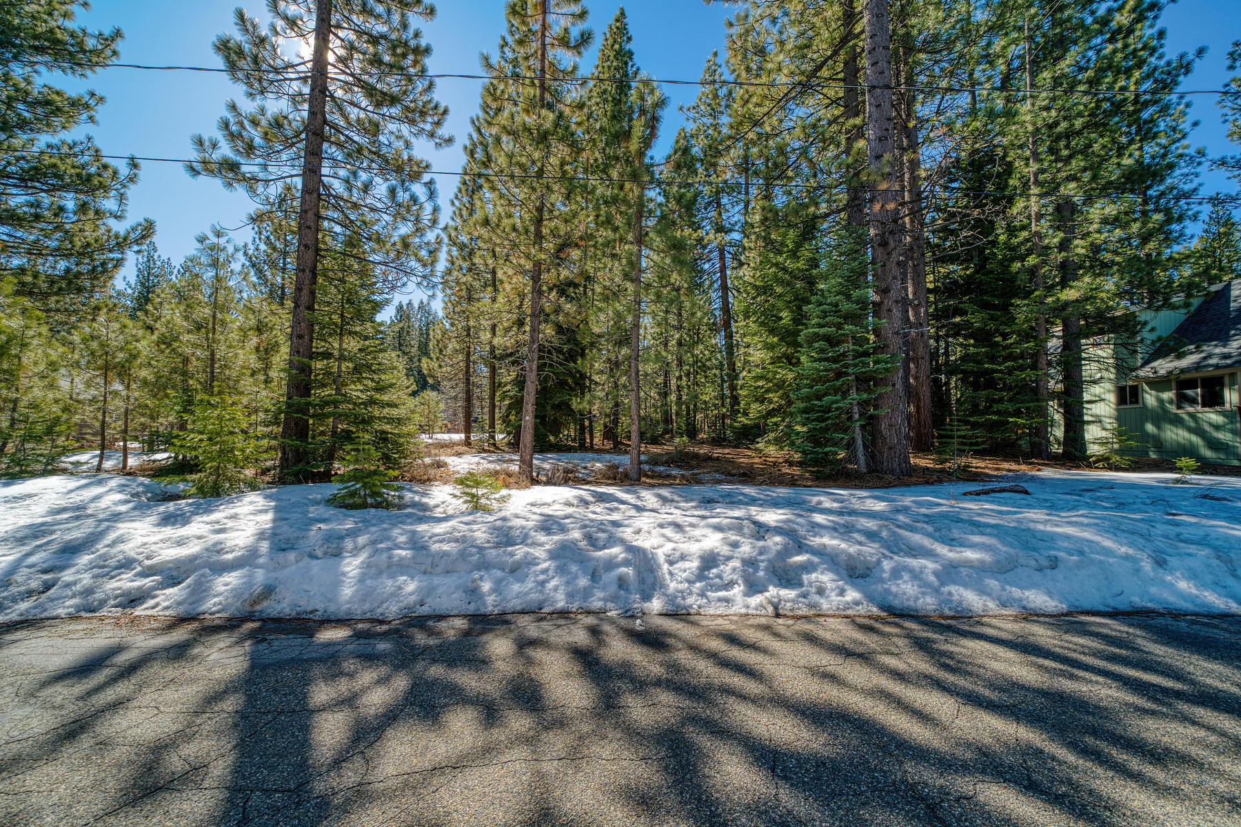 Terreno por un Venta en Spacious, level lot. 712 Shoshone Street South Lake Tahoe, California 96150 Estados Unidos