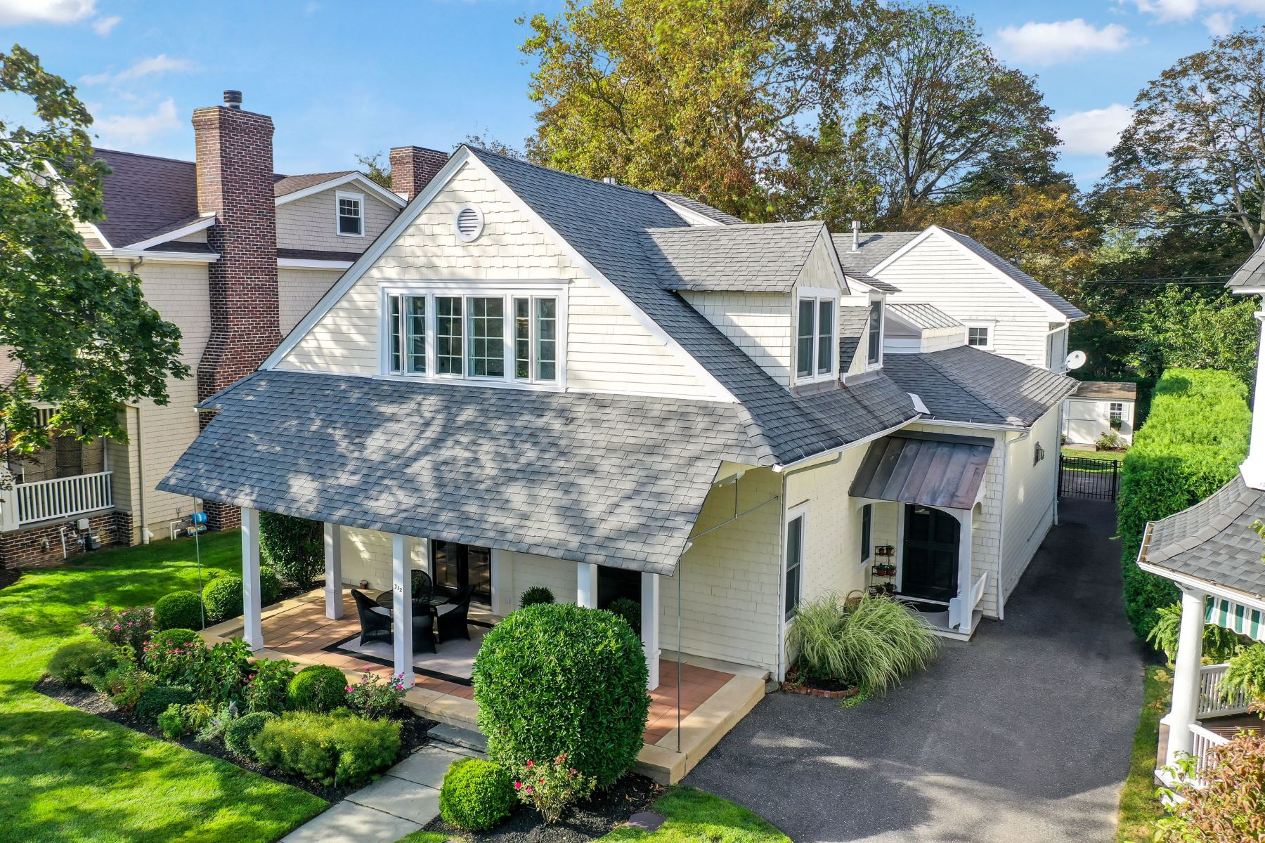 Single Family Homes للـ Sale في Beautiful Custom Spring Lake Home 312 Monmouth Avenue, Spring Lake, New Jersey 07762 United States