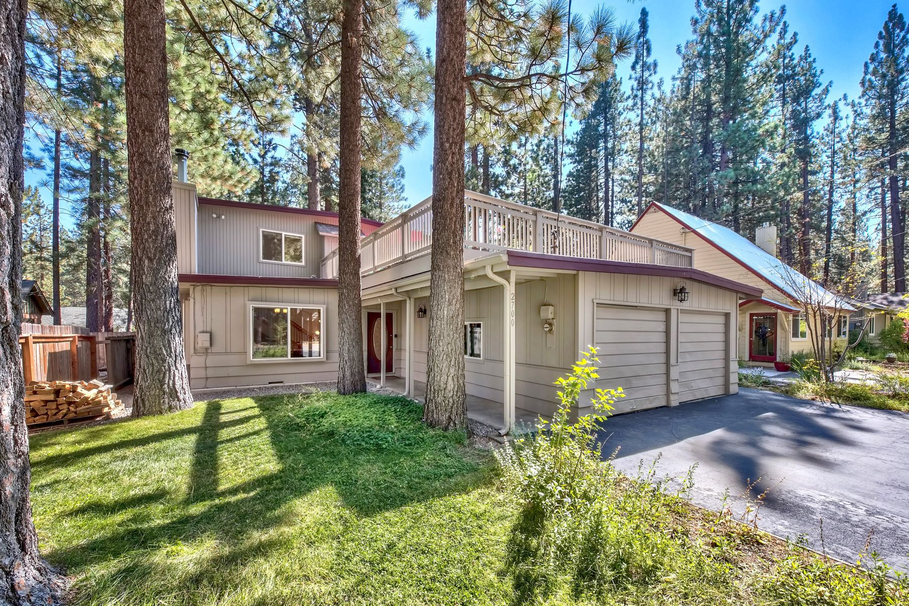 Single Family Homes por un Venta en Large 4 Bed+ Office+ Family Room 2700 Knox Ave. South Lake Tahoe, California 96150 Estados Unidos