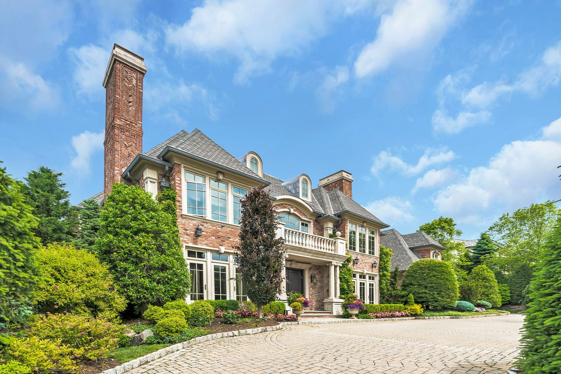 Single Family Homes per Vendita alle ore Extraordinary Manor Estate 129 Truman Dr, Cresskill, New Jersey 07626 Stati Uniti