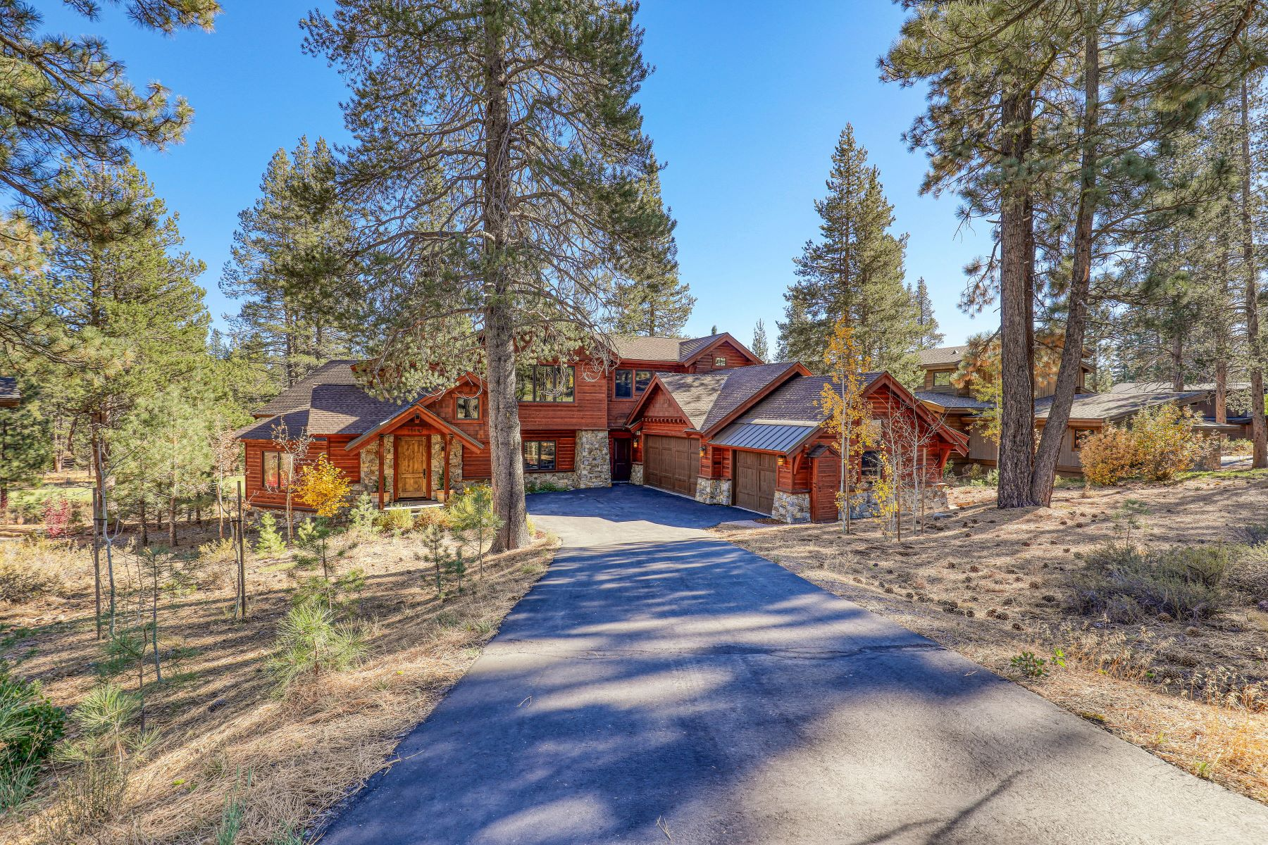 Additional photo for property listing at Timeless Custom Built Gray's Crossing Home 11491 Ghirard Road Truckee, California 96161 Estados Unidos