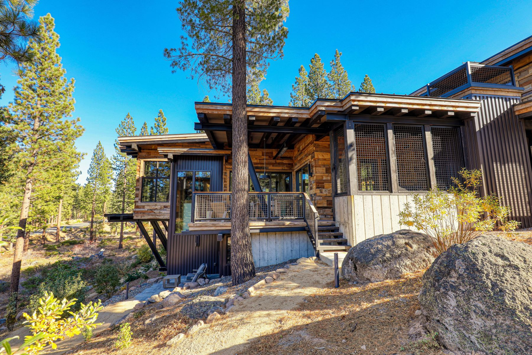 Additional photo for property listing at 9512 Wawona Court, Truckee, CA 96161 9512 Wawona Court Truckee, California 96161 United States