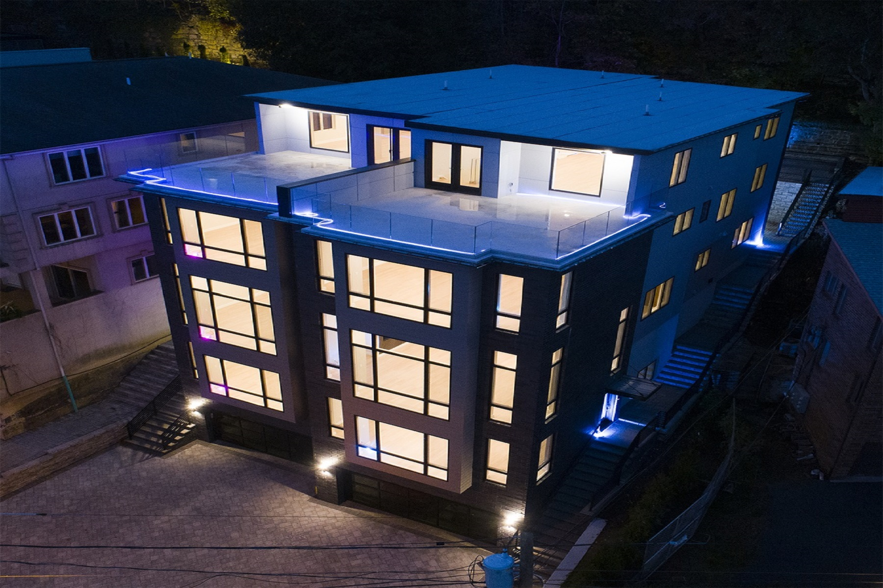 """townhouses por un Venta en Perched high on the hill, this is the """"'Duplex' of ALL duplexes"""": 44 State Rt 5, Unit A, Edgewater, Nueva Jersey 07020 Estados Unidos"""