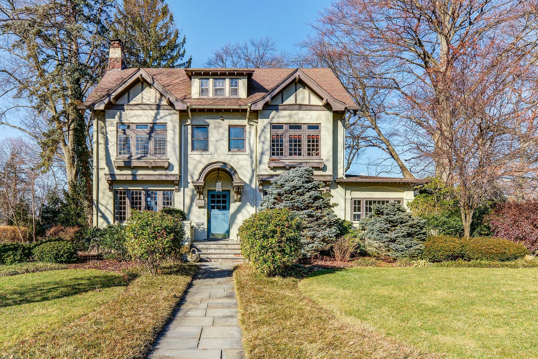 Single Family Homes för Försäljning vid Majestic and Elegant! 94 Heights Road, Ridgewood, New Jersey 07450 Förenta staterna