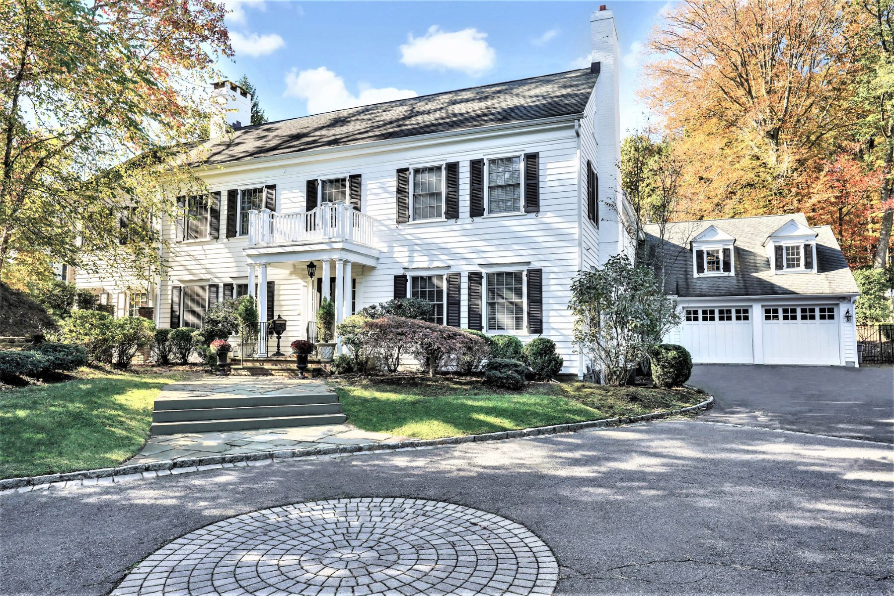 Single Family Homes 为 销售 在 Classic Elegance 195 Highland Avenue, 肖特山, 新泽西州 07078 美国