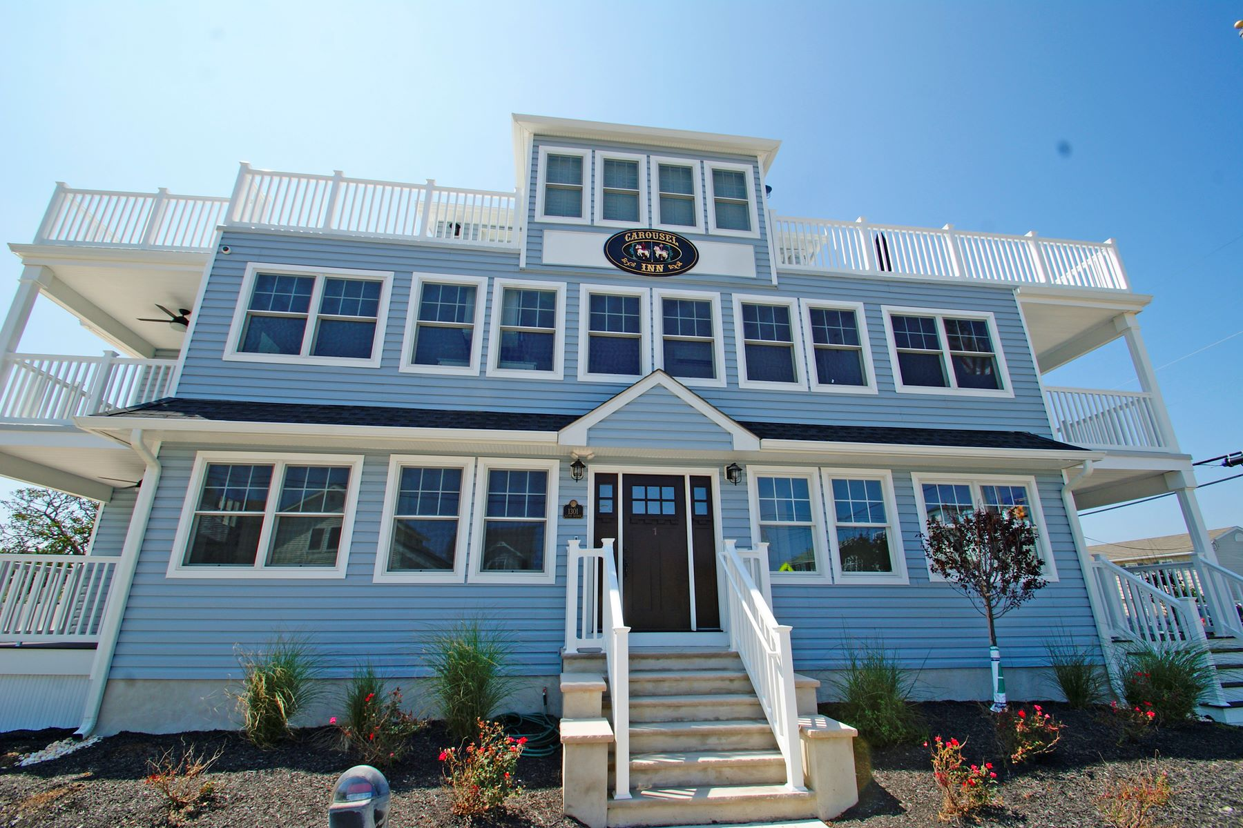 Condominiums для того Продажа на One Block To The Ocean 1301 Ocean Avenue Unit #1, Point Pleasant Beach, Нью-Джерси 08742 Соединенные Штаты