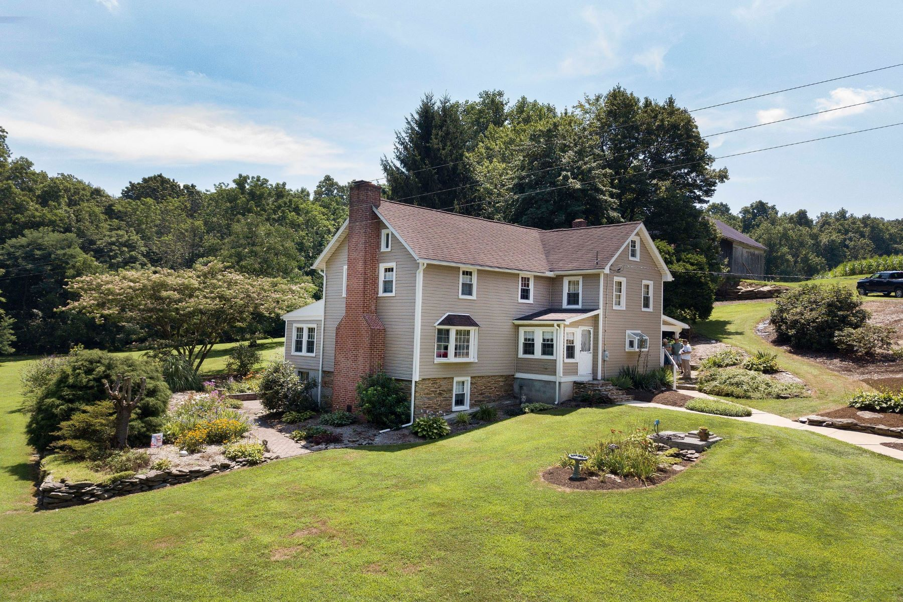 Single Family Homes per Vendita alle ore Circa 1900 Farm House in Stewartstown 5894 Brenneman Drive, Stewartstown, Pensilvania 17363 Stati Uniti