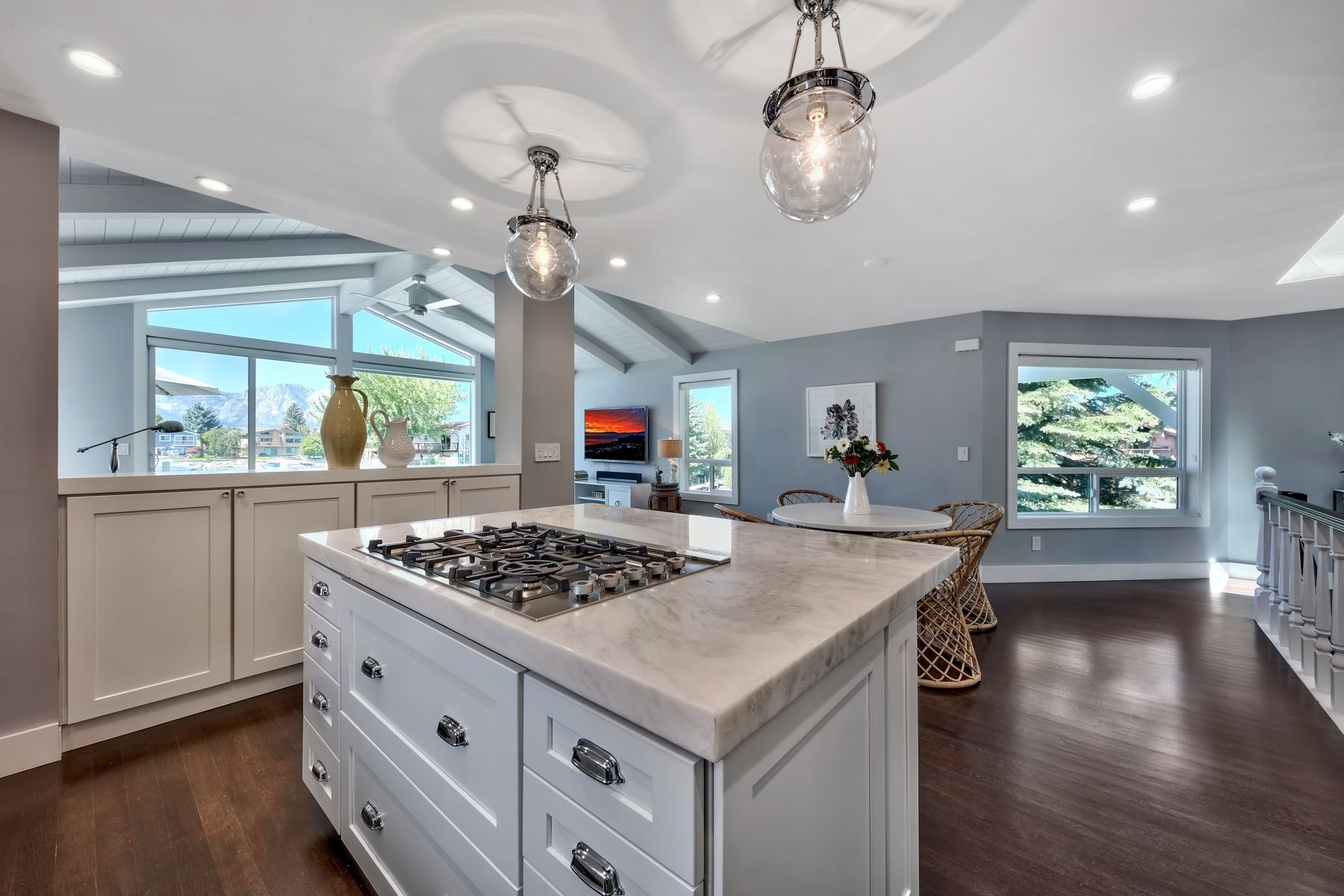 Additional photo for property listing at Completely Remodeled In 2014 490 Carson Court South Lake Tahoe, California 96150 United States
