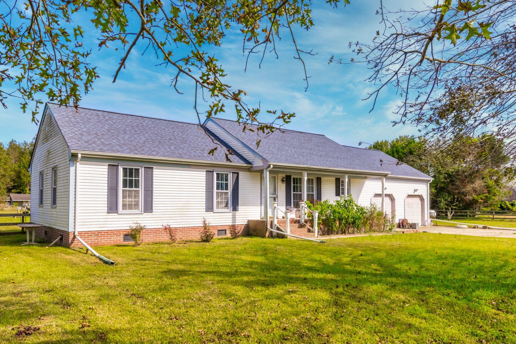 Single Family Homes för Försäljning vid BEAVER MEADOWS 1348 Beaver Dam Rd, Chesapeake, Virginia 23322 Förenta staterna