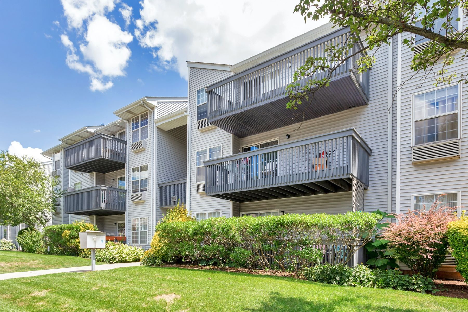 Condominiums for Sale at LOVELY SOUTH POINT COMPLEX IS THE SETTING FOR A UNIQUE UNIT 280 Kipp St. #3B-C, Hackensack, New Jersey 07601 United States