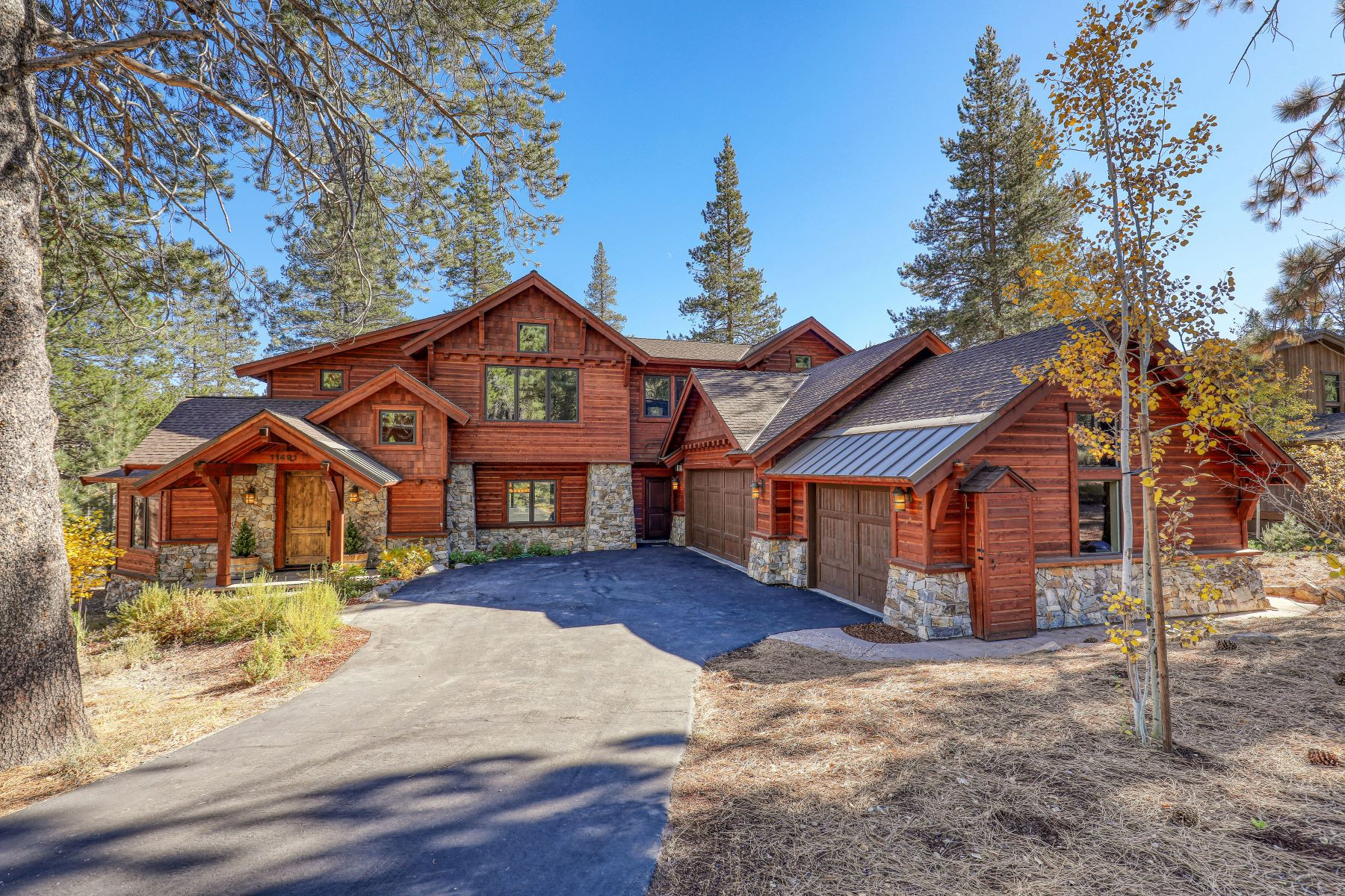 Single Family Homes por un Venta en Timeless Custom Built Gray's Crossing Home 11491 Ghirard Road Truckee, California 96161 Estados Unidos