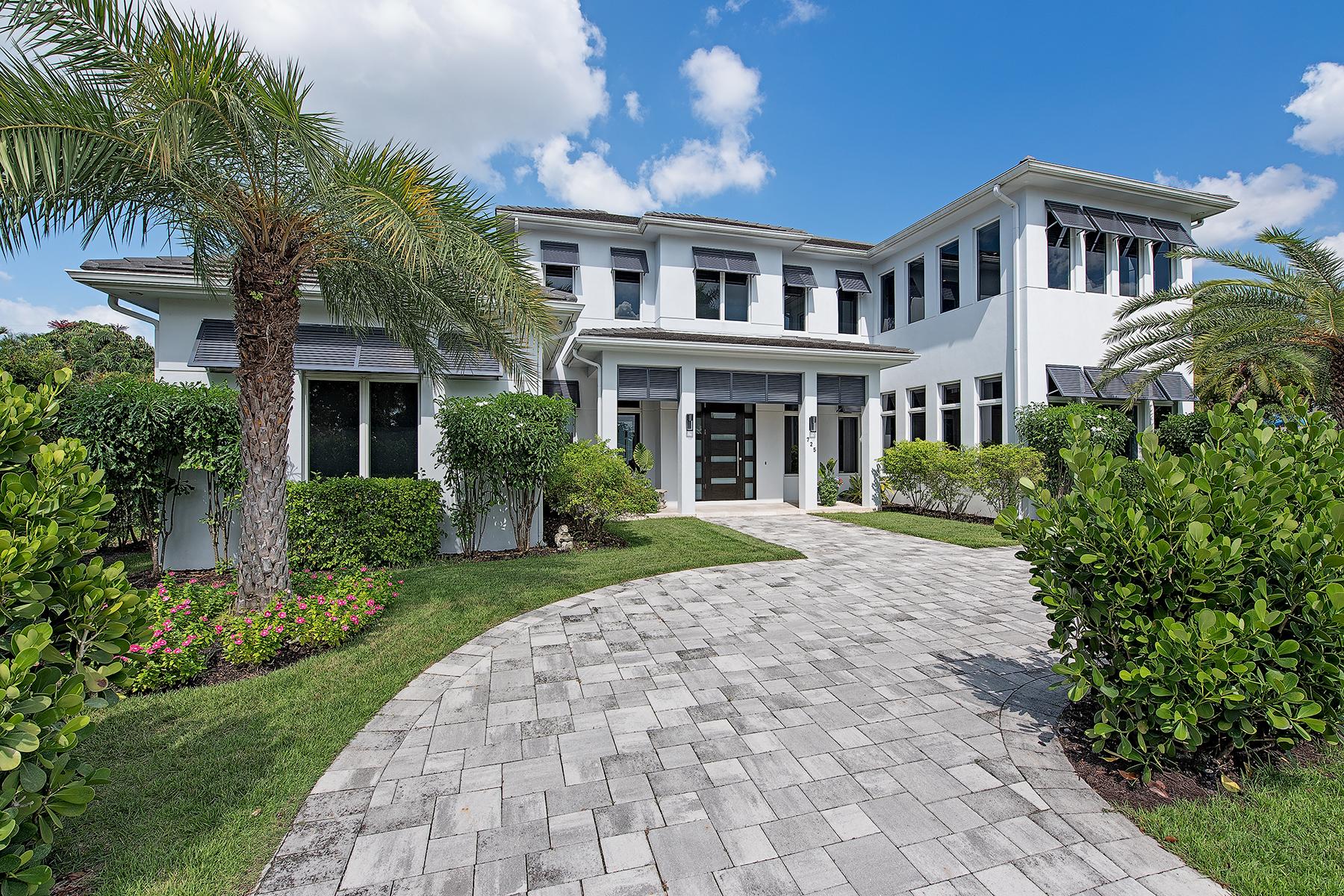 Single Family Homes для того Продажа на MOORINGS 725 Harbour Drive Неаполь, Флорида 34103 Соединенные Штаты