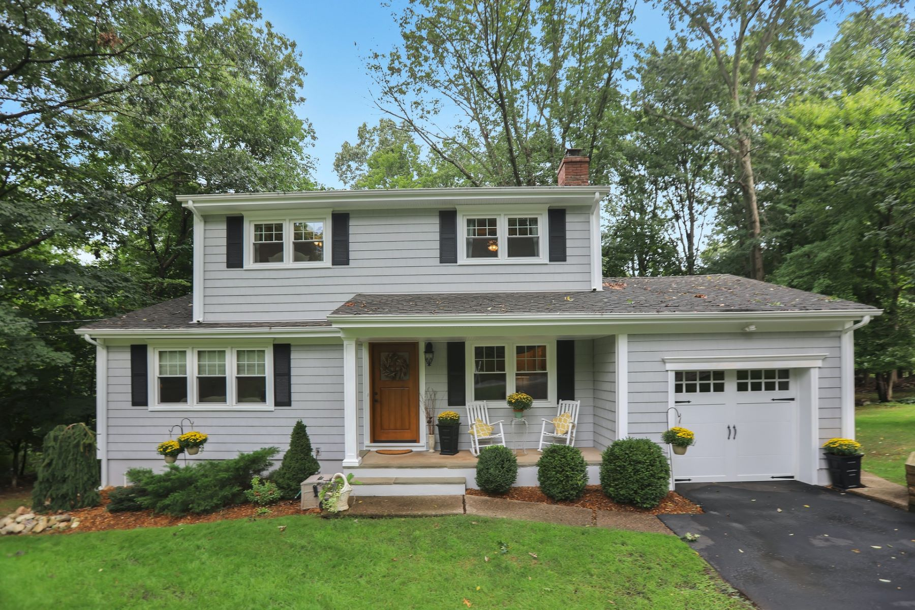 Single Family Homes for Sale at 23 Powhatan Path Oakland NJ 07436 Oakland, New Jersey 07436 United States