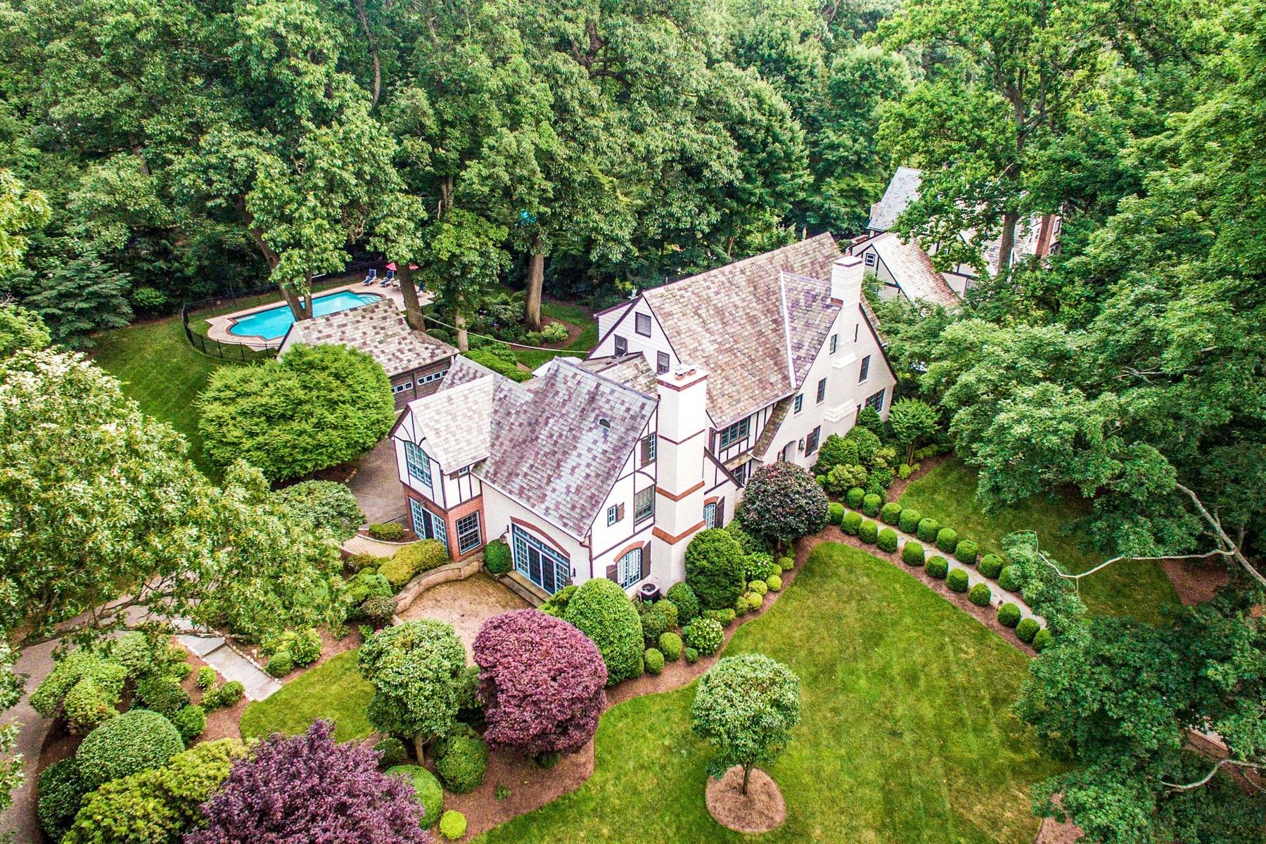Single Family Homes для того Продажа на Serene & Sophisticated 16 Wayside Place, Montclair, Нью-Джерси 07042 Соединенные Штаты