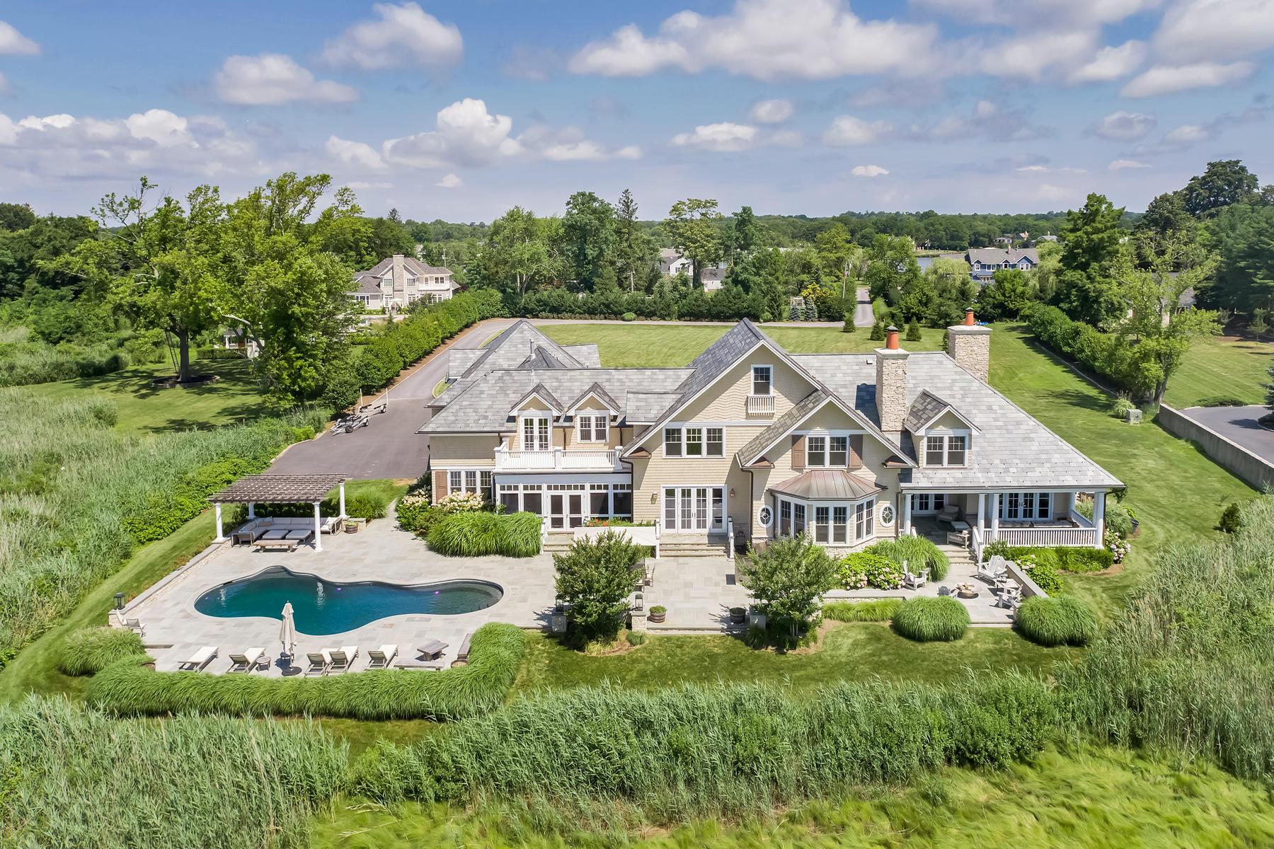 Single Family Homes pour l Vente à Magnificent Waterfront Shore Colonial 530 Little Silver Point Road, Little Silver, New Jersey 07739 États-Unis
