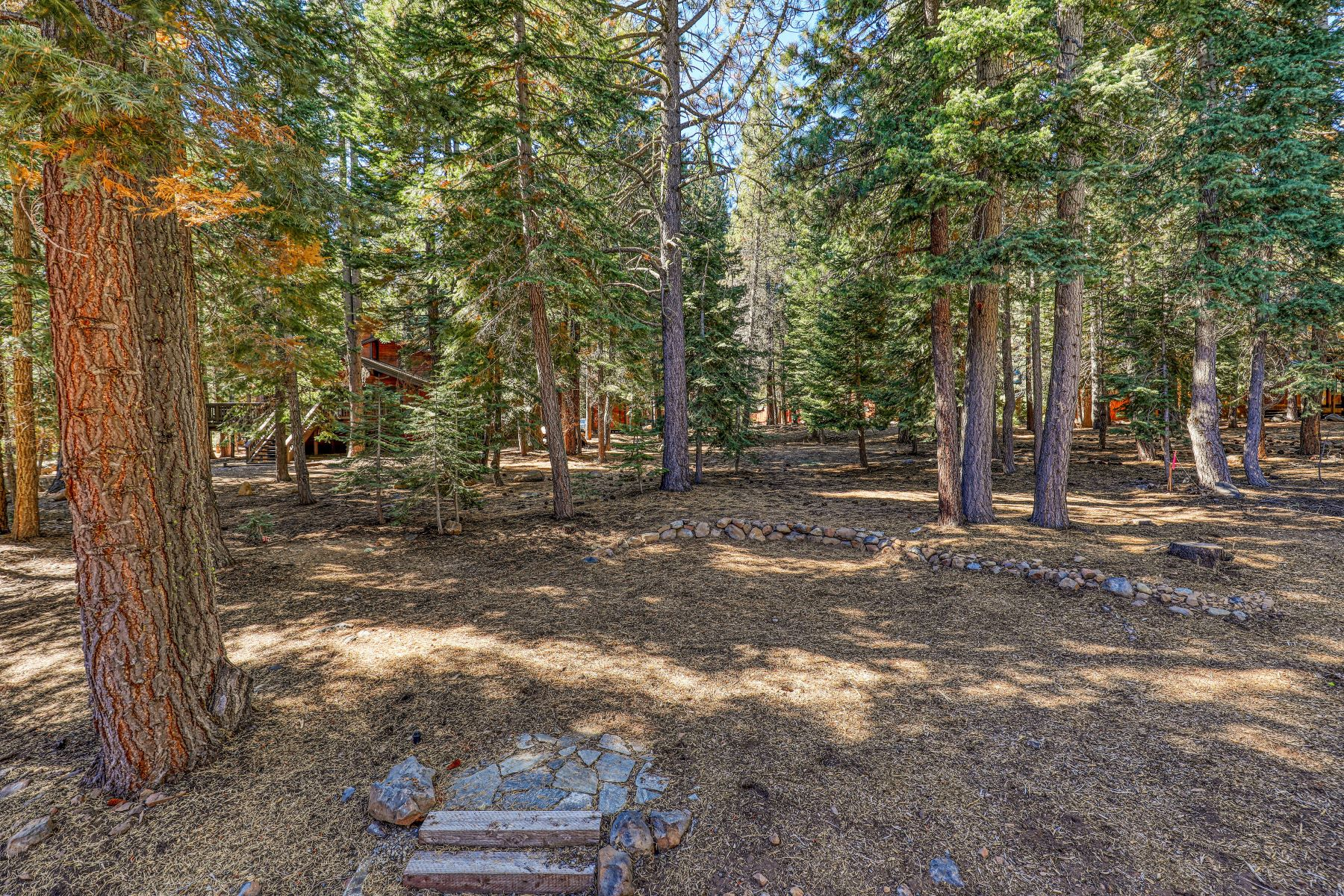 Additional photo for property listing at 13581 Pathway Avenue, Truckee, CA 96161 13581 Pathway Avenue Truckee, California 96161 United States
