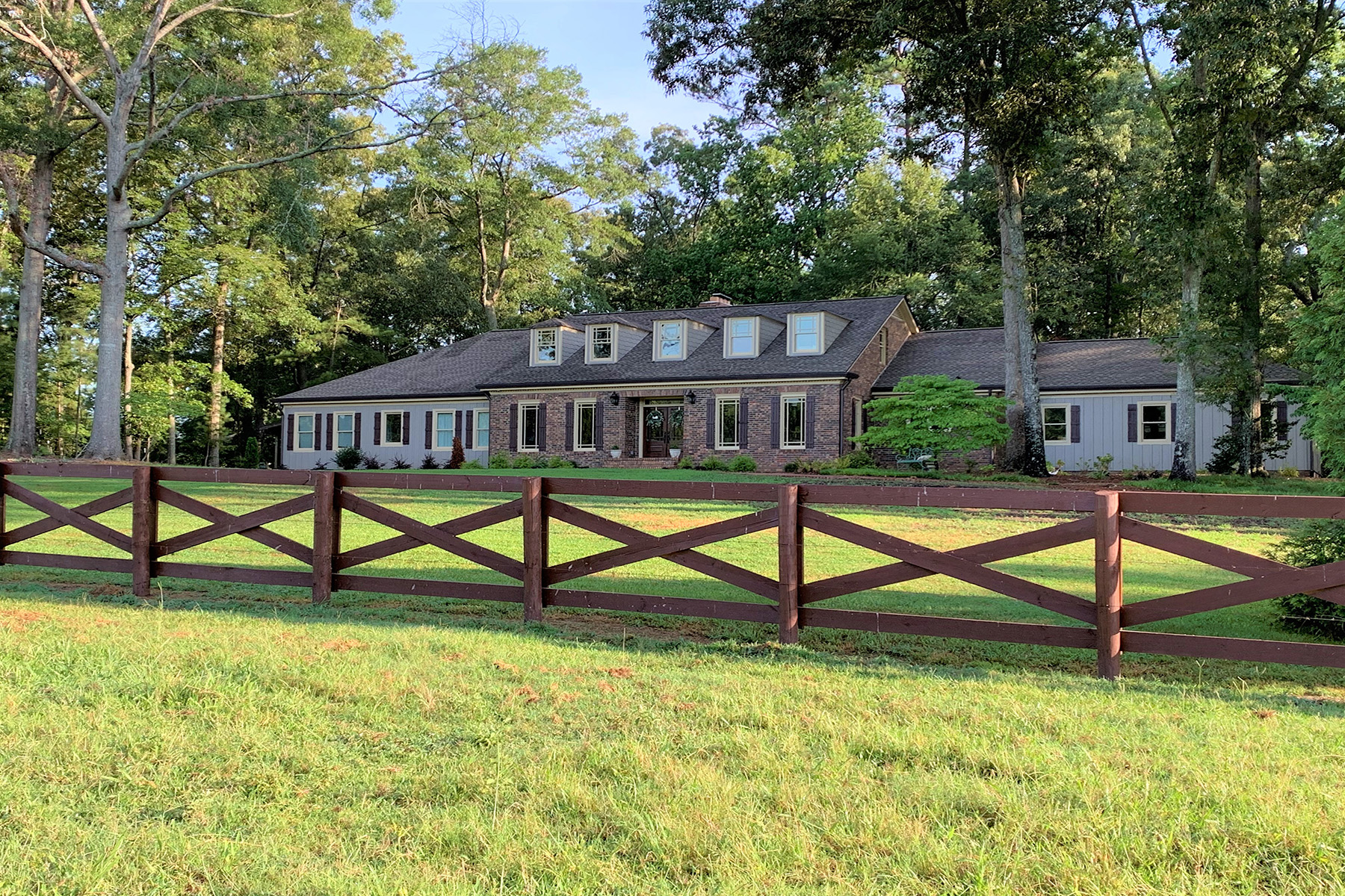 Single Family Homes por un Venta en Beautiful 26+ Acre Hobby Farm With Fabulously Remodeled Modern Farmhouse 1134 Line Creek Road, Senoia, Georgia 30276 Estados Unidos