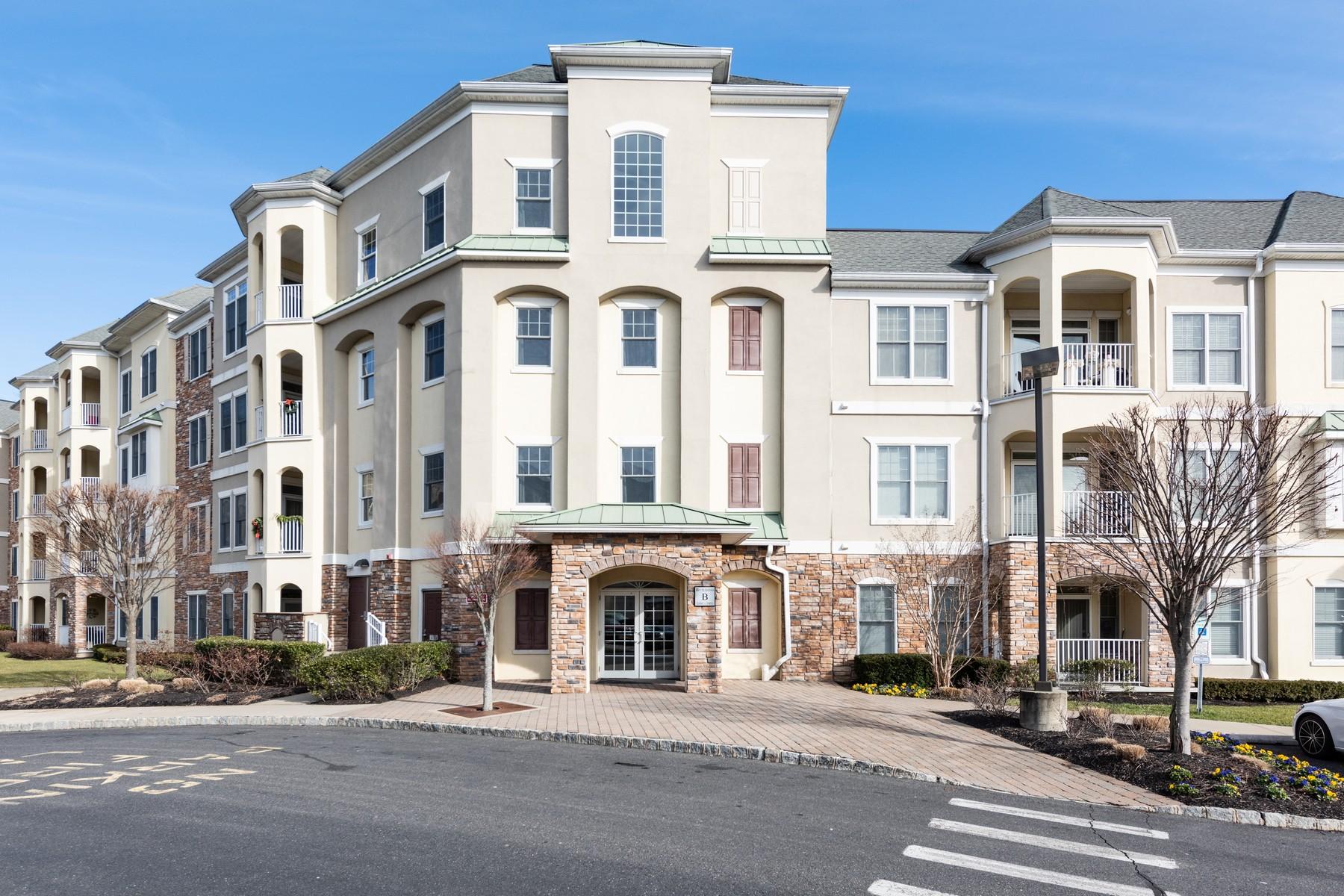 Condominiums pour l Vente à Wall, New Jersey 07719 États-Unis