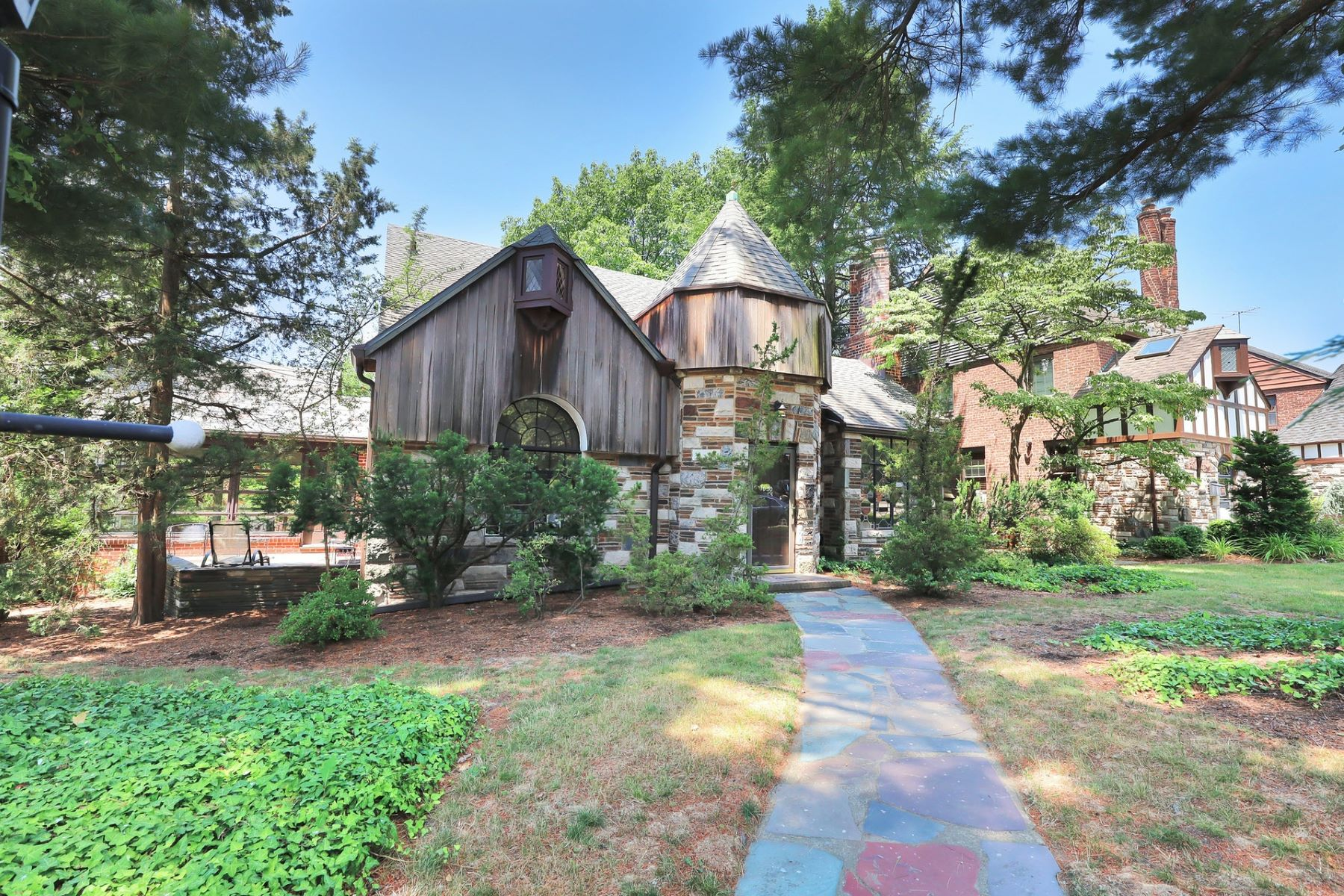 Single Family Homes للـ Sale في Teaneck, New Jersey 07666 United States