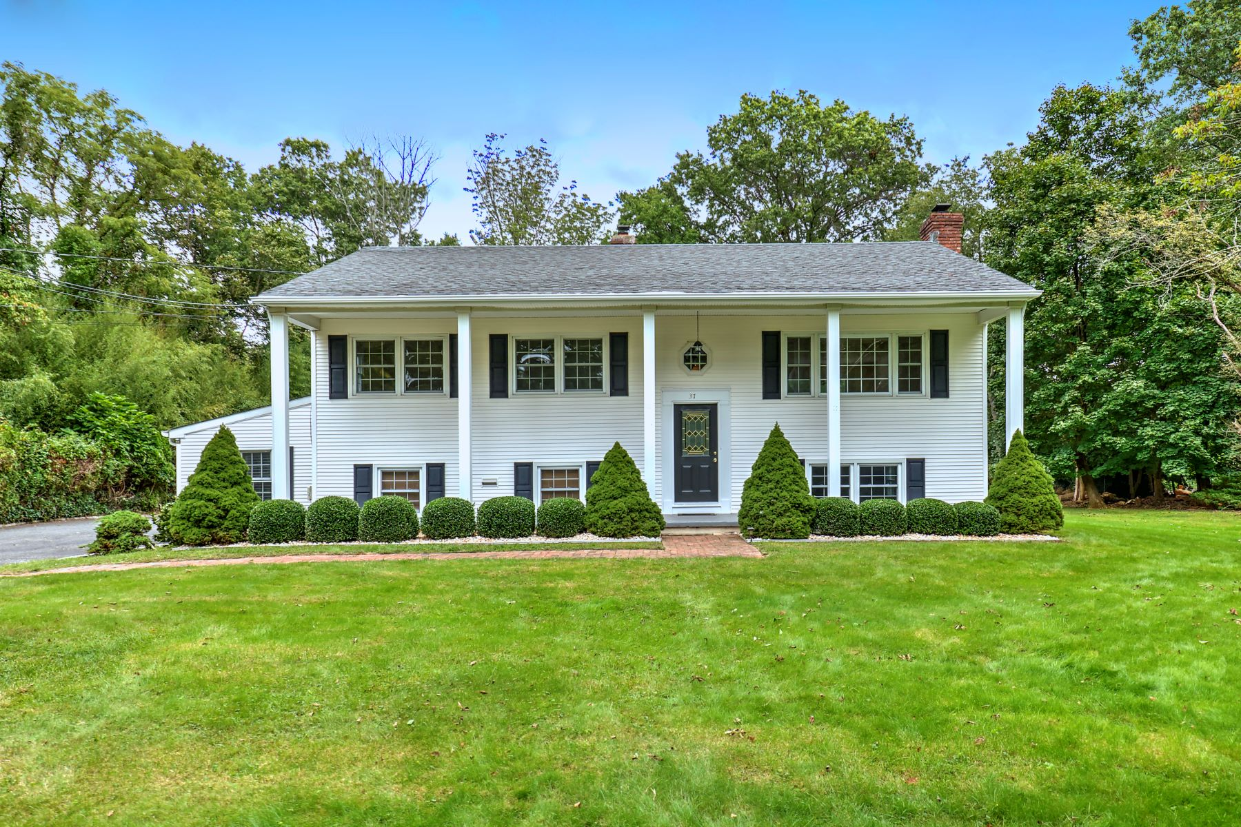 Single Family Homes pour l Vente à Immaculate Home in Desirable Basking Ridge 37 Parkview Avenue, Basking Ridge, New Jersey 07920 États-Unis