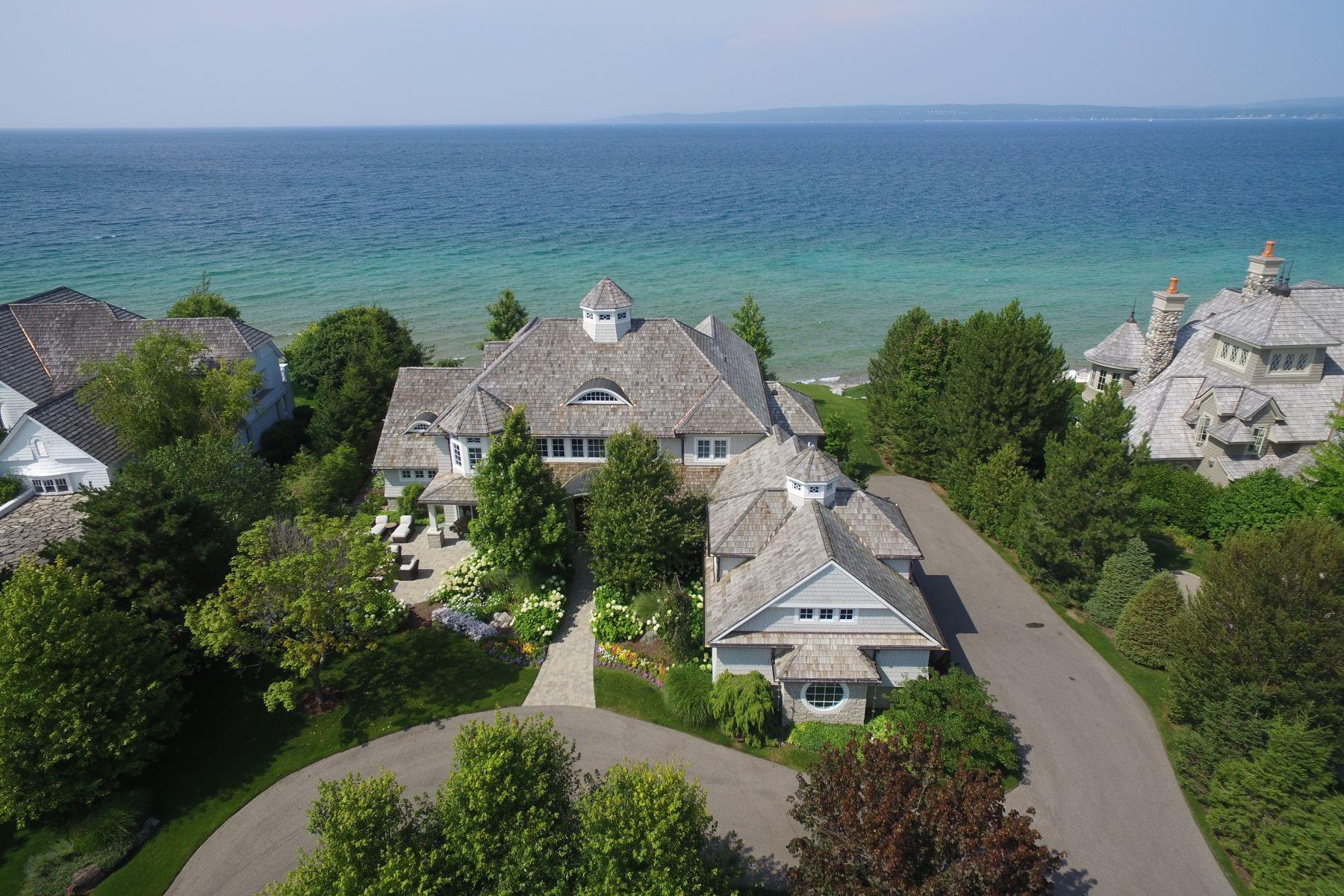 Single Family Homes 為 出售 在 Custom-built estate on the gated Peninsula at Bay Harbor 3970 Peninsula Drive, Bay Harbor, 密歇根州 49770 美國