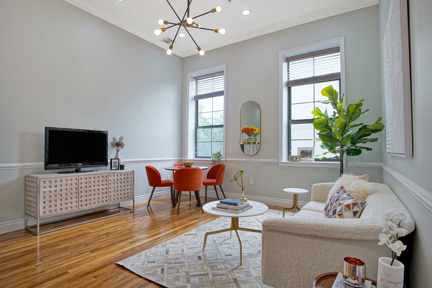 Condominiums 為 出售 在 Introducing this great value 2B/2B in Hoboken 729 Madison Street #2B, Hoboken, 新澤西州 07030 美國