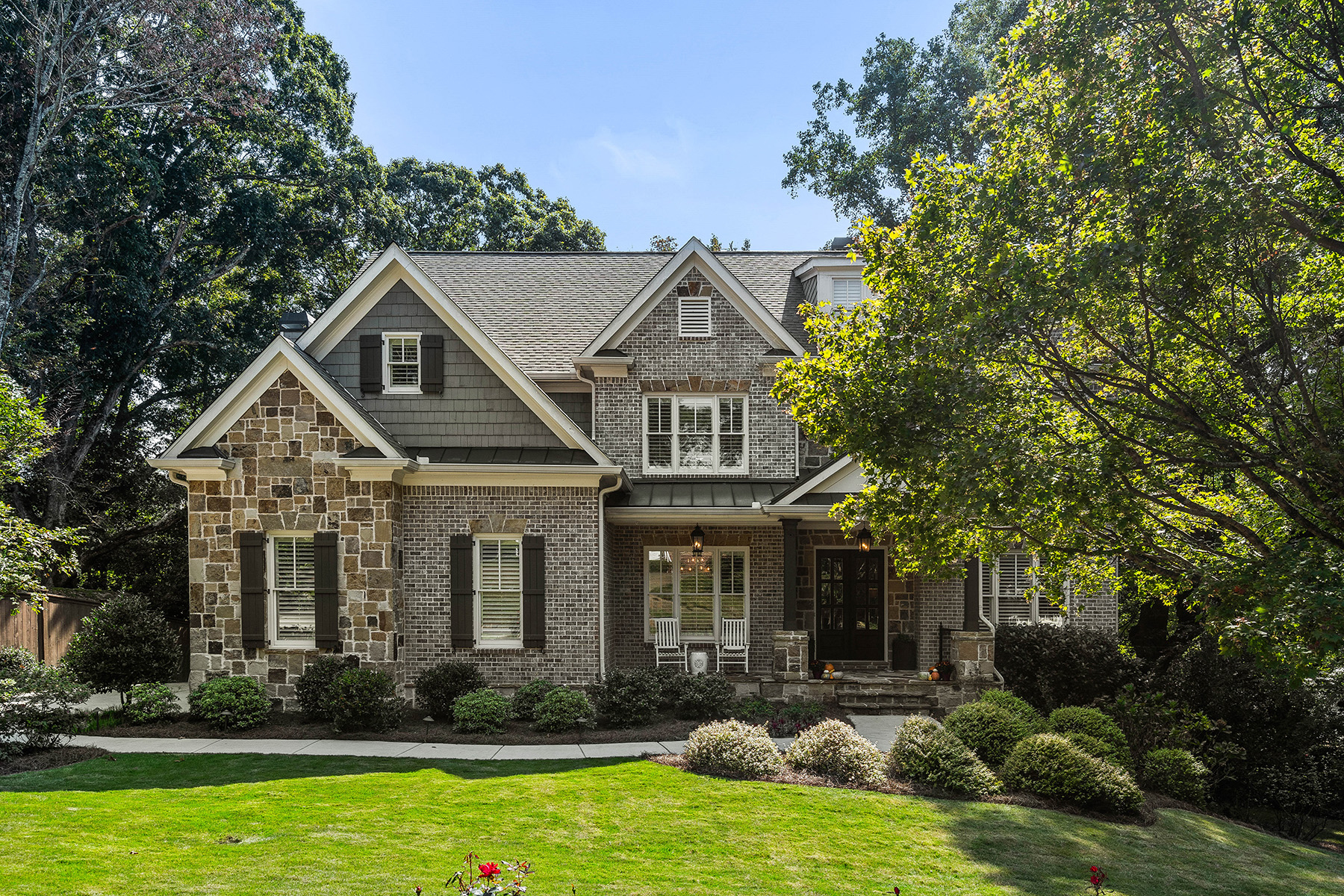 Single Family Homes per Vendita alle ore Like-New Home with Incredible Curb Appeal in Desirable Chastain Park Area 95 Hardeman Road, Sandy Springs, Georgia 30342 Stati Uniti