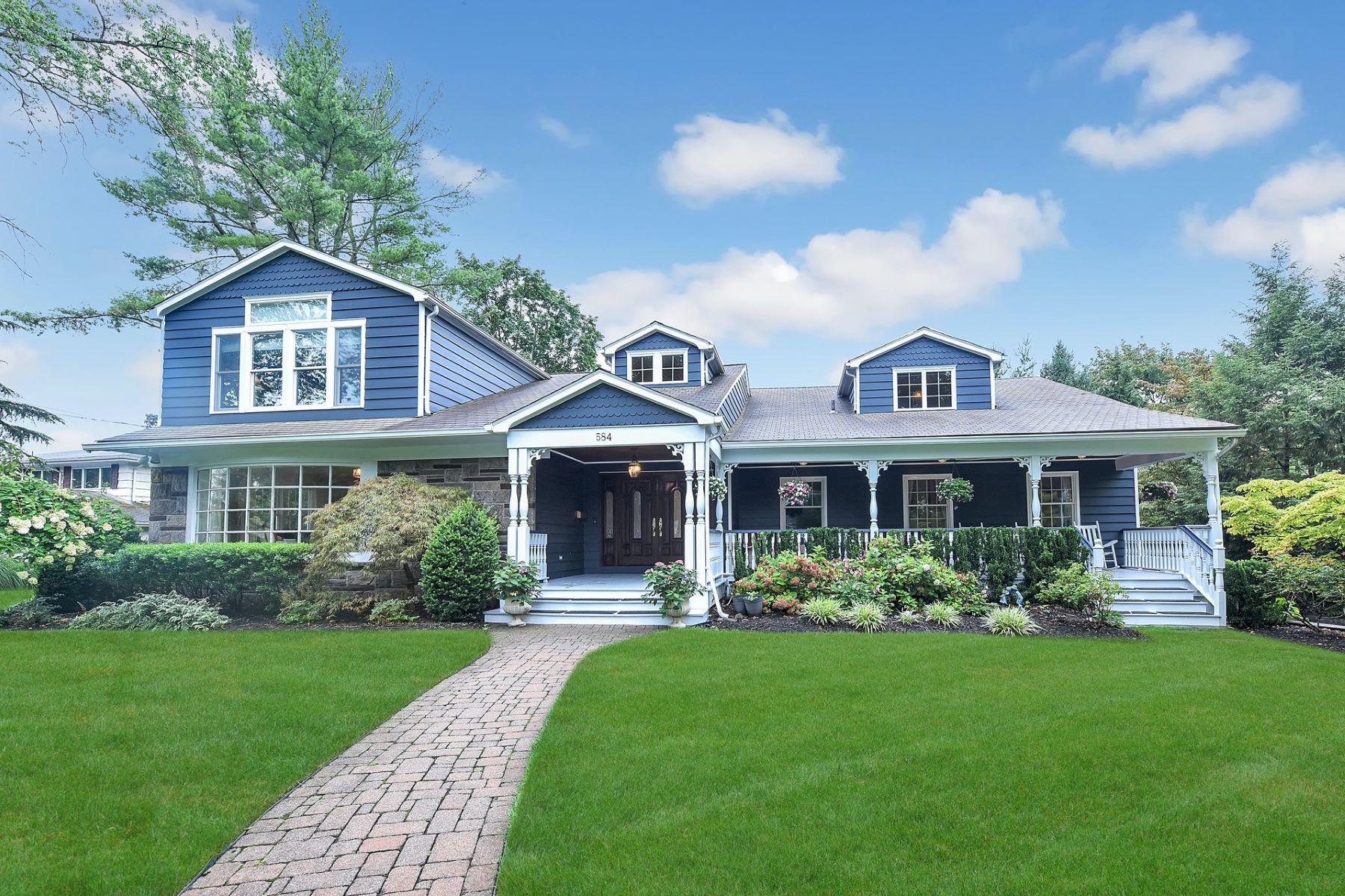 Single Family Homes für Verkauf beim 584 Highland Avenue Ridgewood NJ 07450 Ridgewood, New Jersey 07450 Vereinigte Staaten