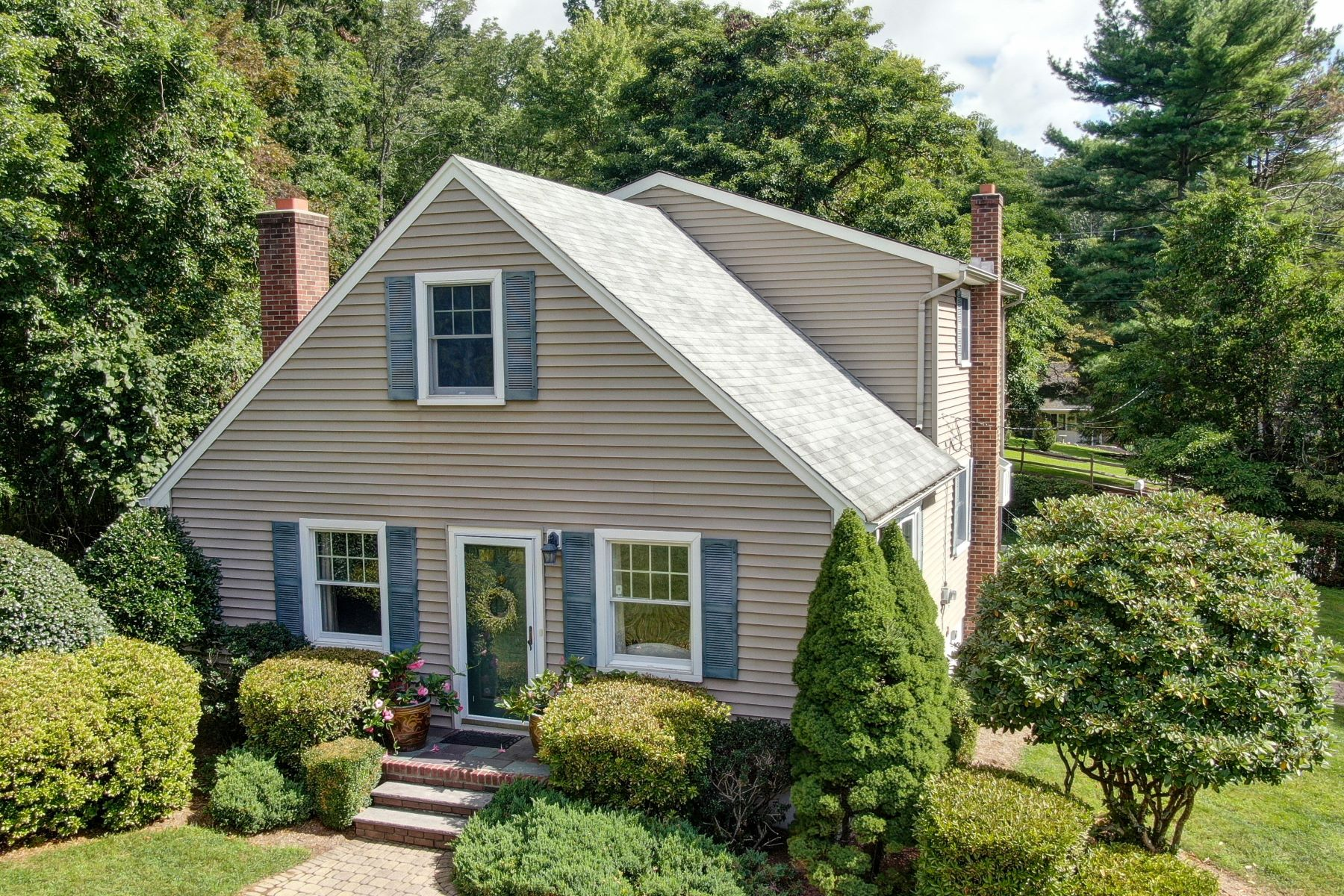 Single Family Homes for Sale at Gorgeous Setting! 11 Chester Place, Chester, New Jersey 07930 United States