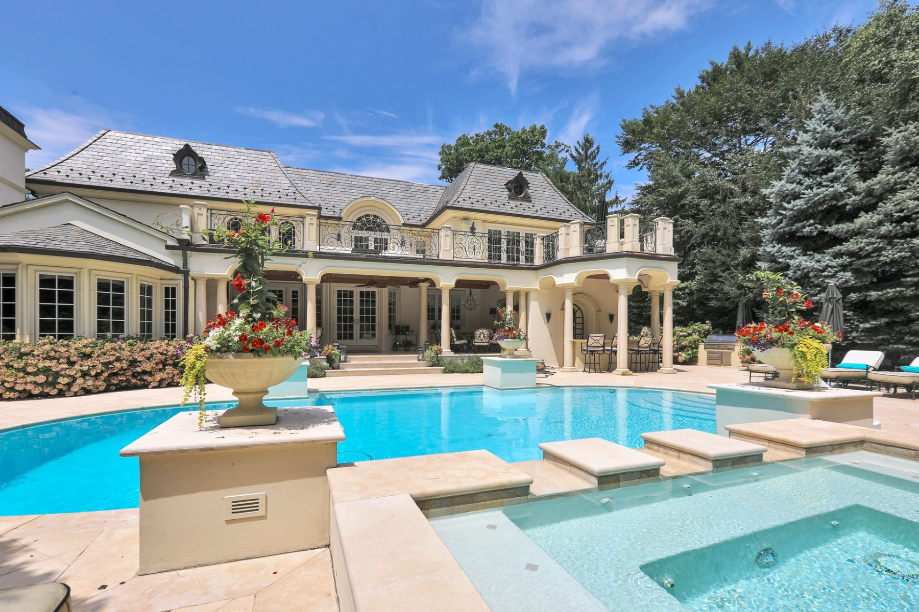 Single Family Homes per Vendita alle ore Luxury and Sophistication 186 Hoover Dr, Cresskill, New Jersey 07626 Stati Uniti