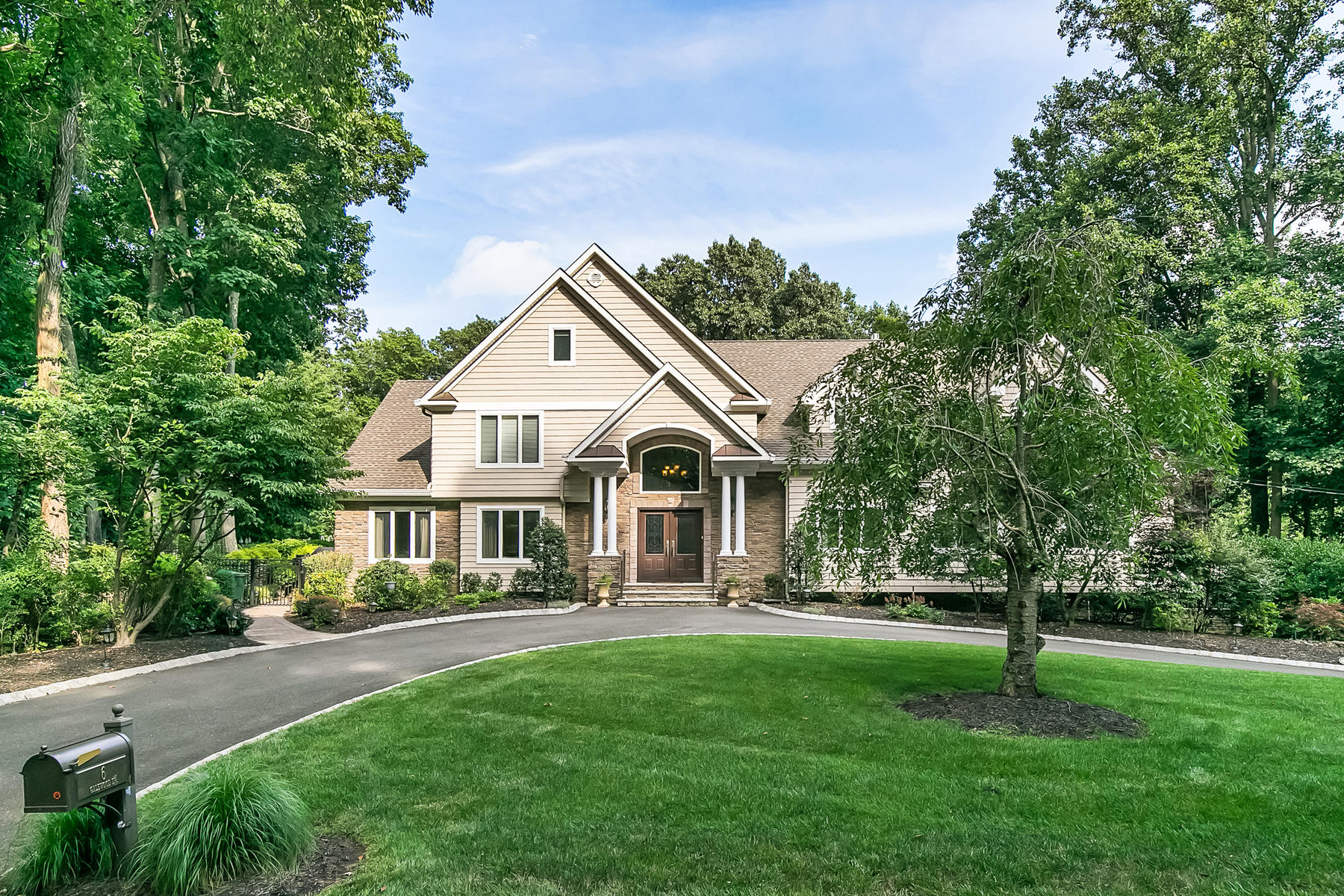 Single Family Homes para Venda às Custom Home with Pool 6 Galewood Dr, Holmdel, Nova Jersey 07733 Estados Unidos