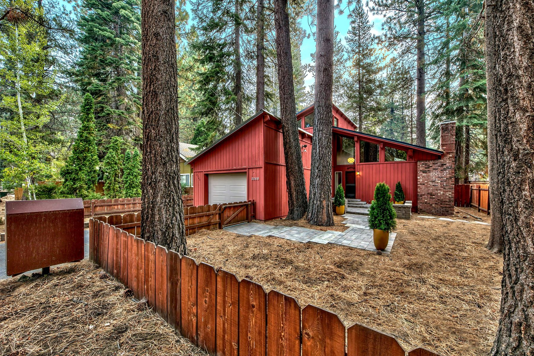 Single Family Homes por un Venta en Tahoe's Architectural Masterpiece 2260 Arizona Avenue South Lake Tahoe, California 96150 Estados Unidos