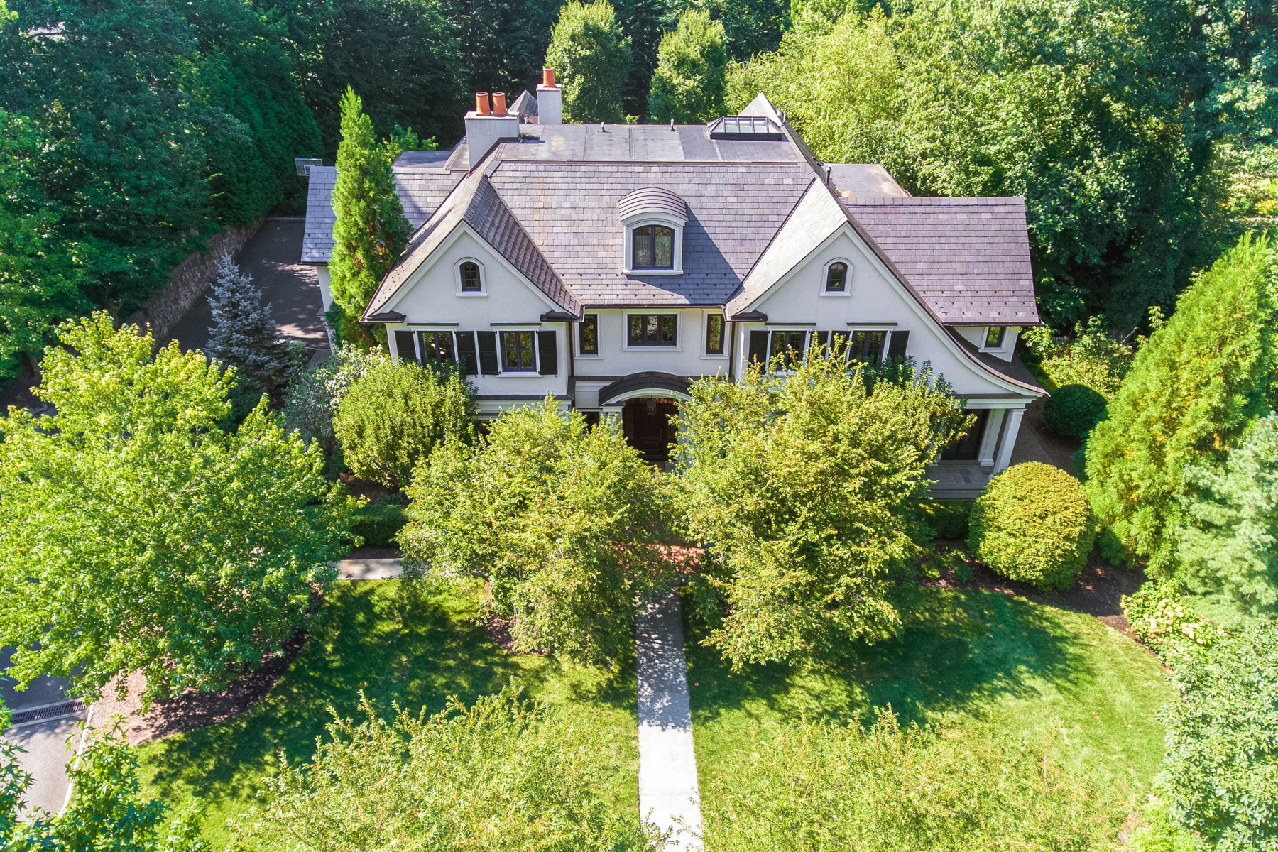 Single Family Homes للـ Sale في Timelessness And Old World Charm 46 Ox Bow Lane, Summit, New Jersey 07901 United States