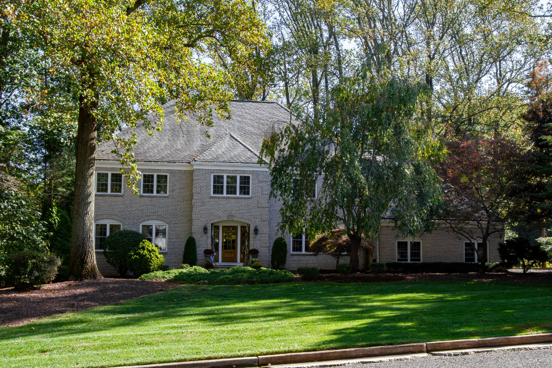 Single Family Homes para Venda às Spectacular Custom Home 11 Fieldpoint Dr, Holmdel, Nova Jersey 07733 Estados Unidos