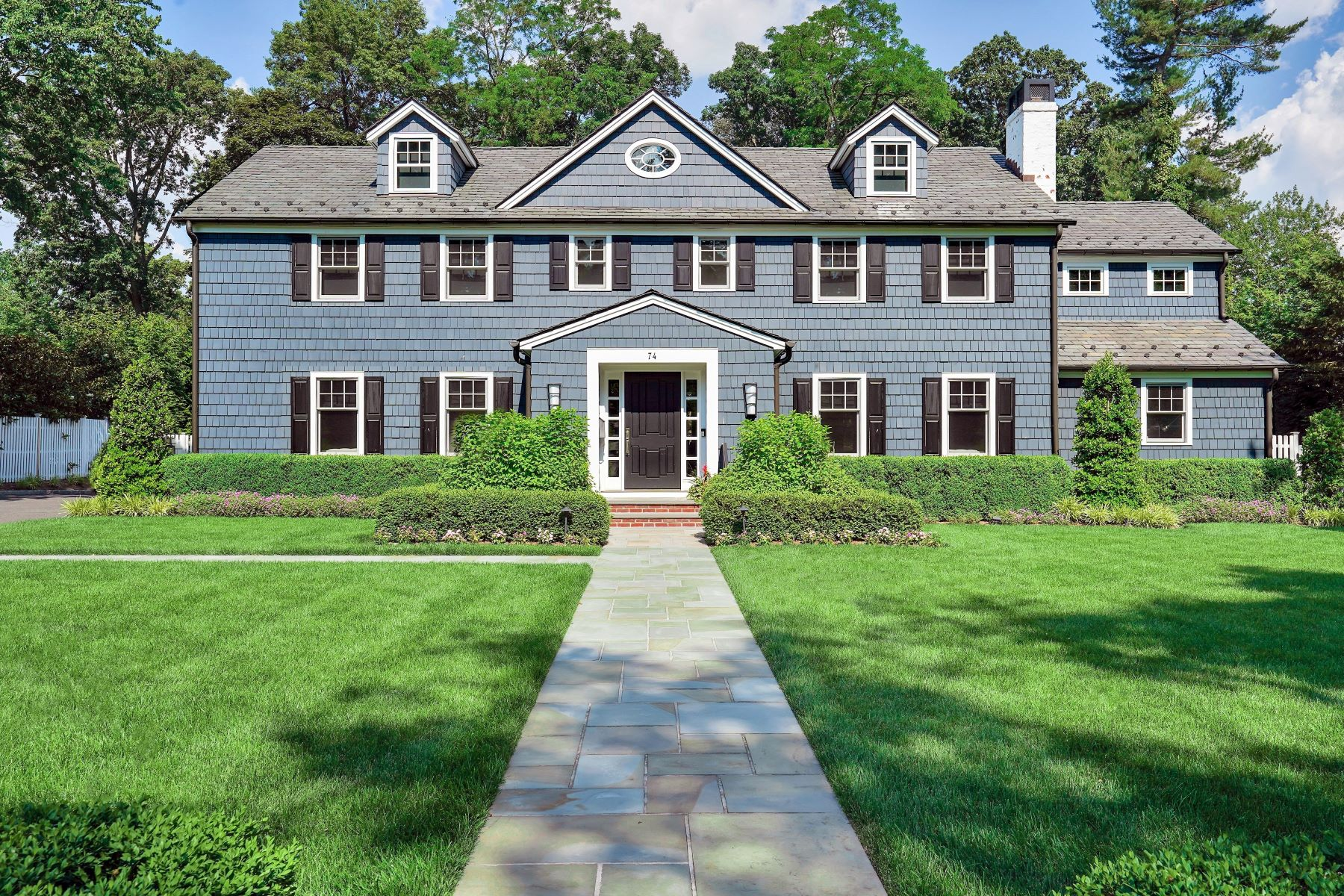 Single Family Homes 为 销售 在 Classic Elegance 74 Stewart Road, 肖特山, 新泽西州 07078 美国