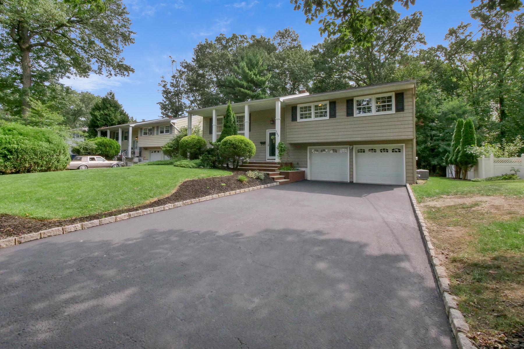 Single Family Homes для того Продажа на Cul De Sac Location in Desirable Maple Hill 2062 Princeton Avenue, Fanwood, Нью-Джерси 07023 Соединенные Штаты