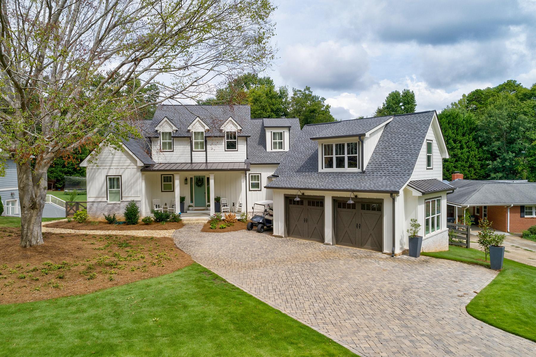 Single Family Homes por un Venta en Gorgeous Modern Farmhouse Style On Finished Basement 1285 Thomas Circle, Roswell, Georgia 30075 Estados Unidos
