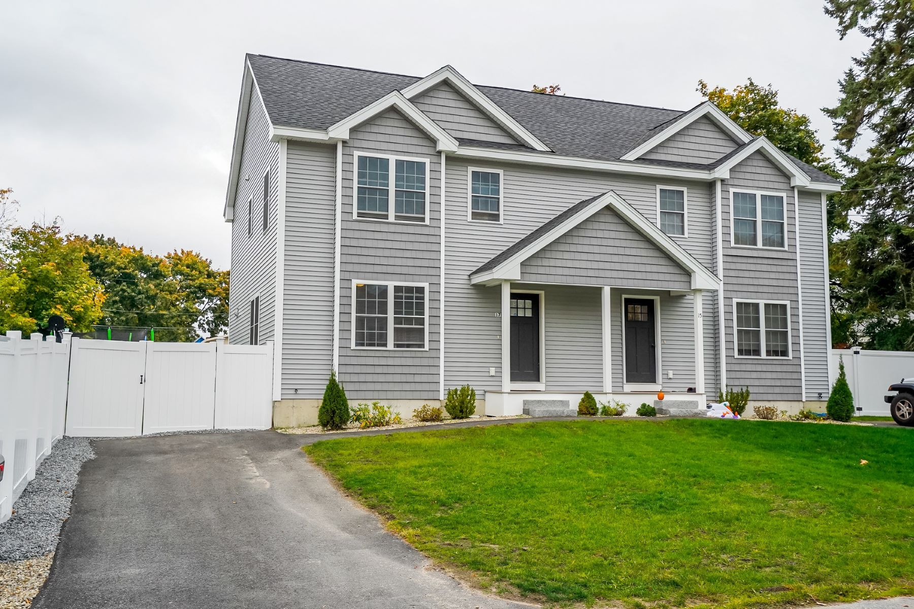 Condominiums por un Venta en 17 Peabody Avenue, A Dracut, Massachusetts 01826 Estados Unidos