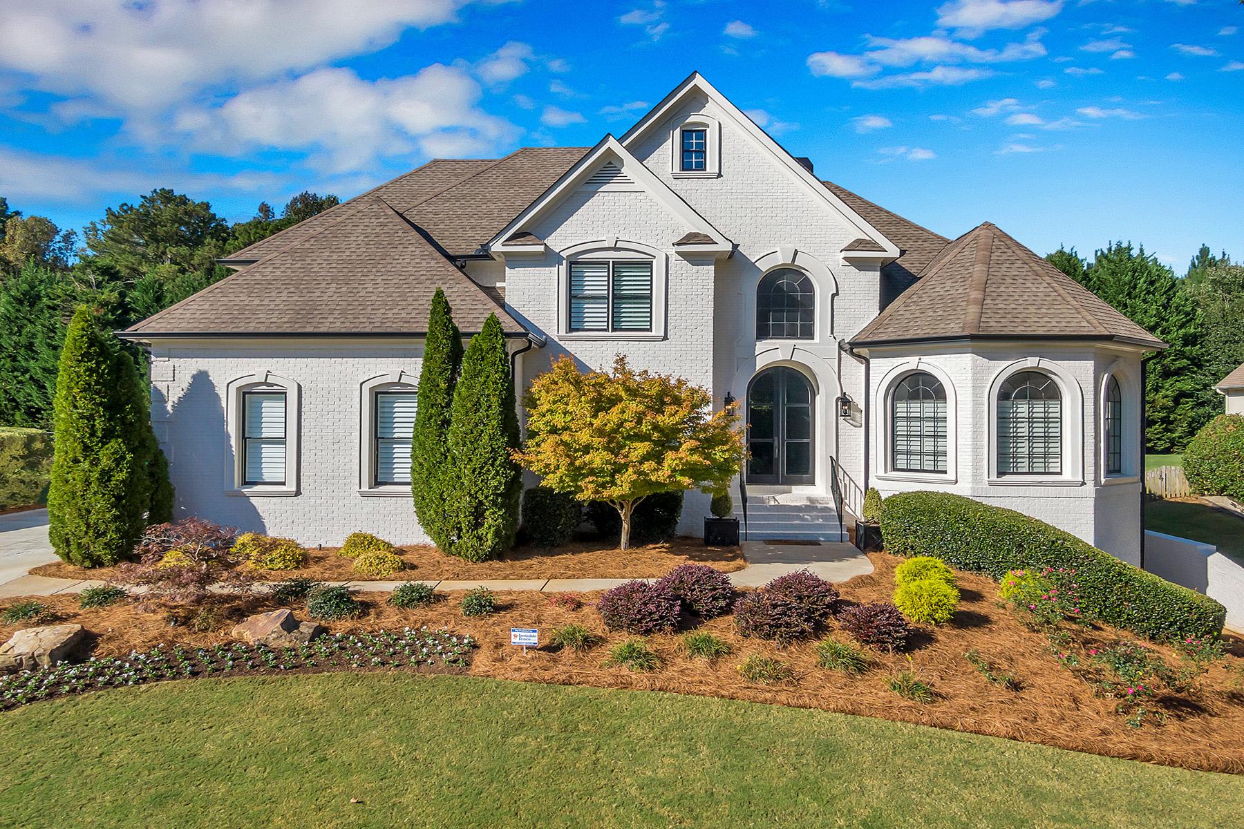 Single Family Homes por un Venta en Gorgeous Completely Remodeled in Polo Golf and Country Club 7355 Canter Run, Cumming, Georgia 30040 Estados Unidos