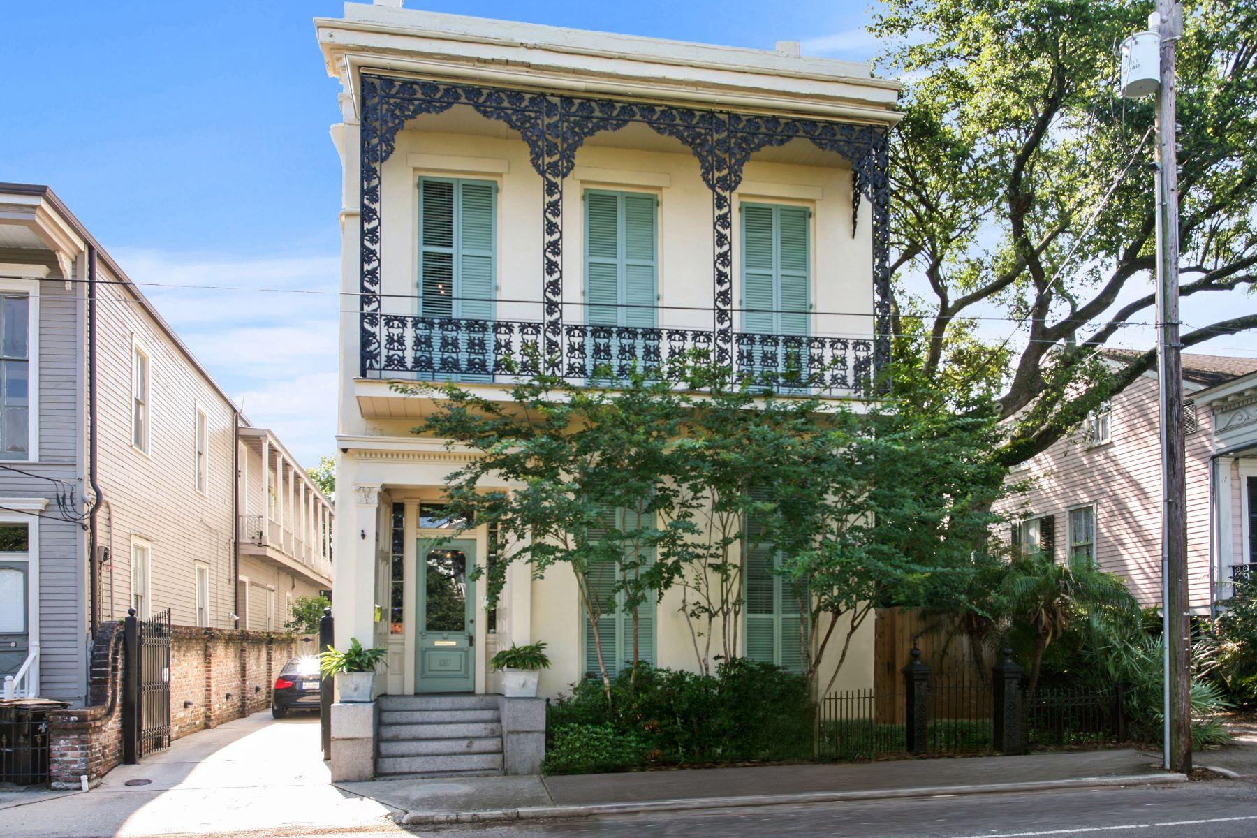 Single Family Homes pour l Vente à 1216 CAMP Street La Nouvelle-Orléans, Louisiane 70130 États-Unis